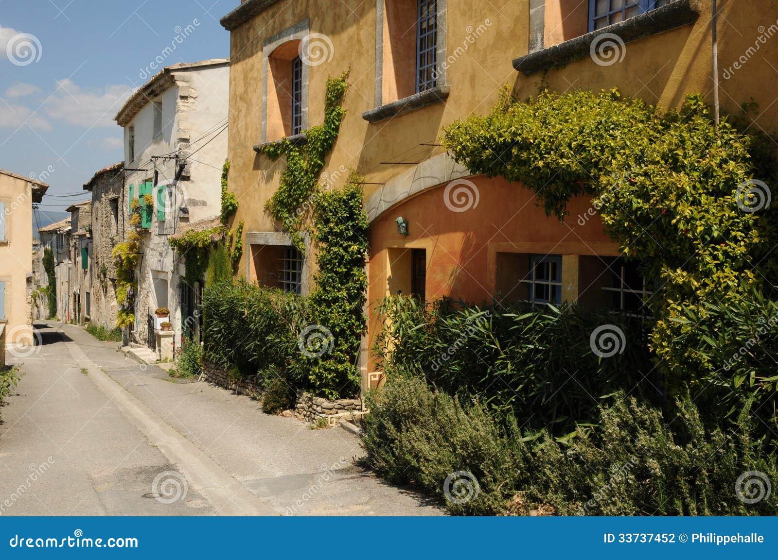Село Menerbes в Провансали