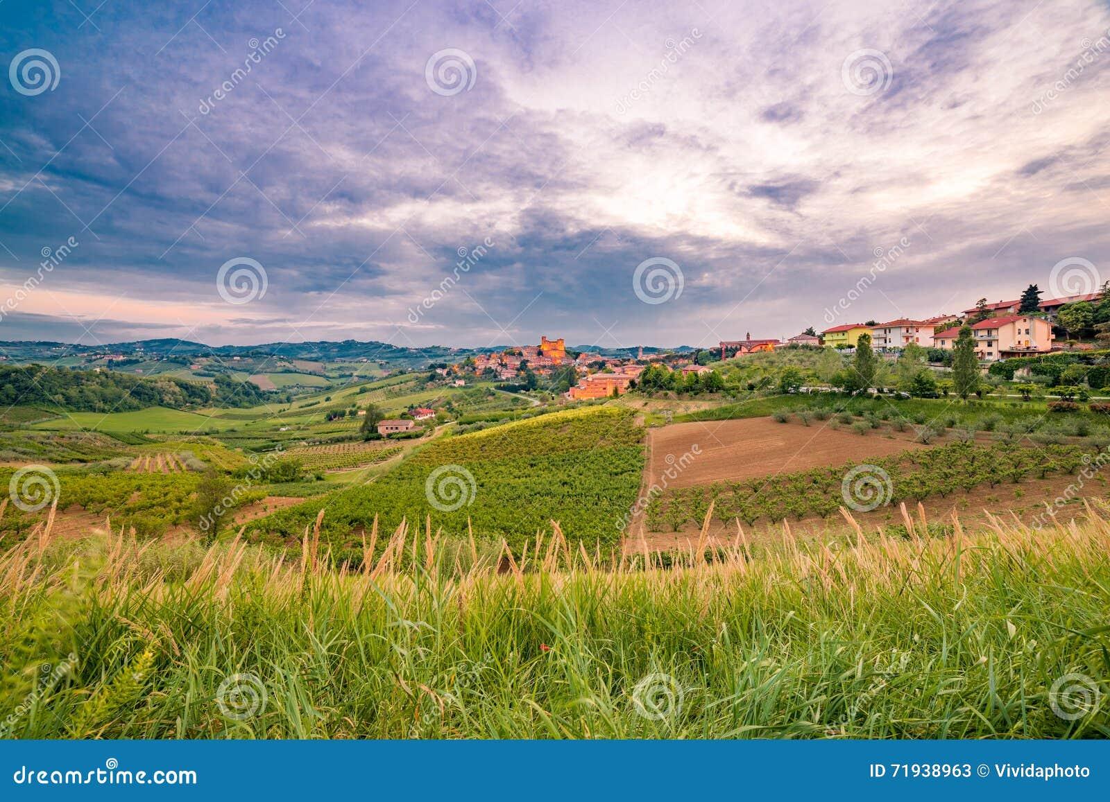 Сельская местность вокруг средневекового замка