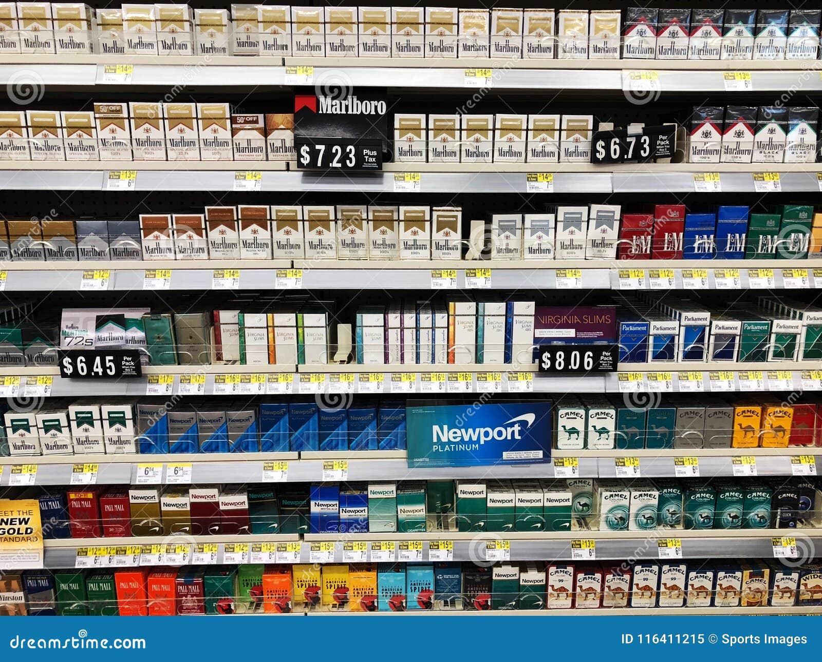 Сигареты на дисплее для продажи