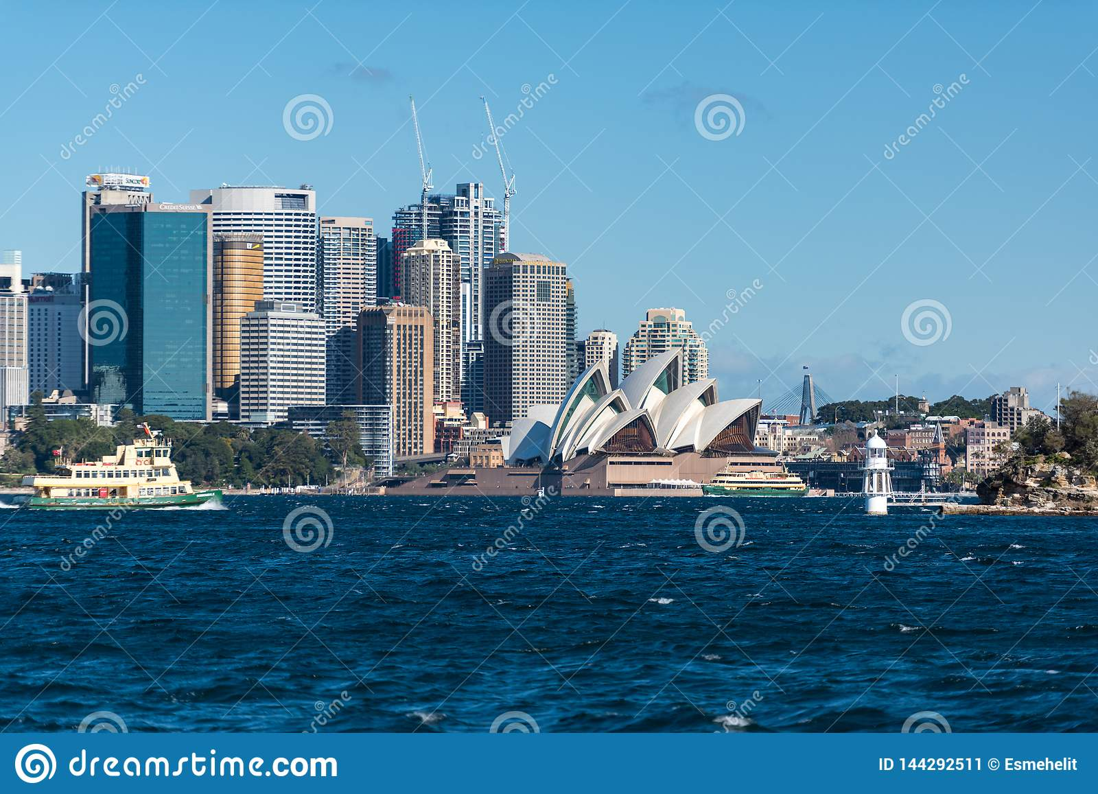 Сидней CBD и оперный театр Сиднея с паромом