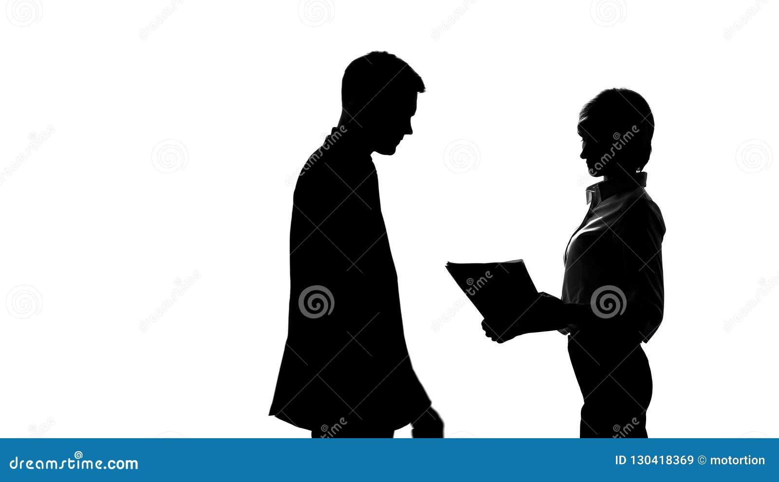Силуэт женской секретарши показывая отчет для того чтобы хозяйничать в офисе, сыгранности