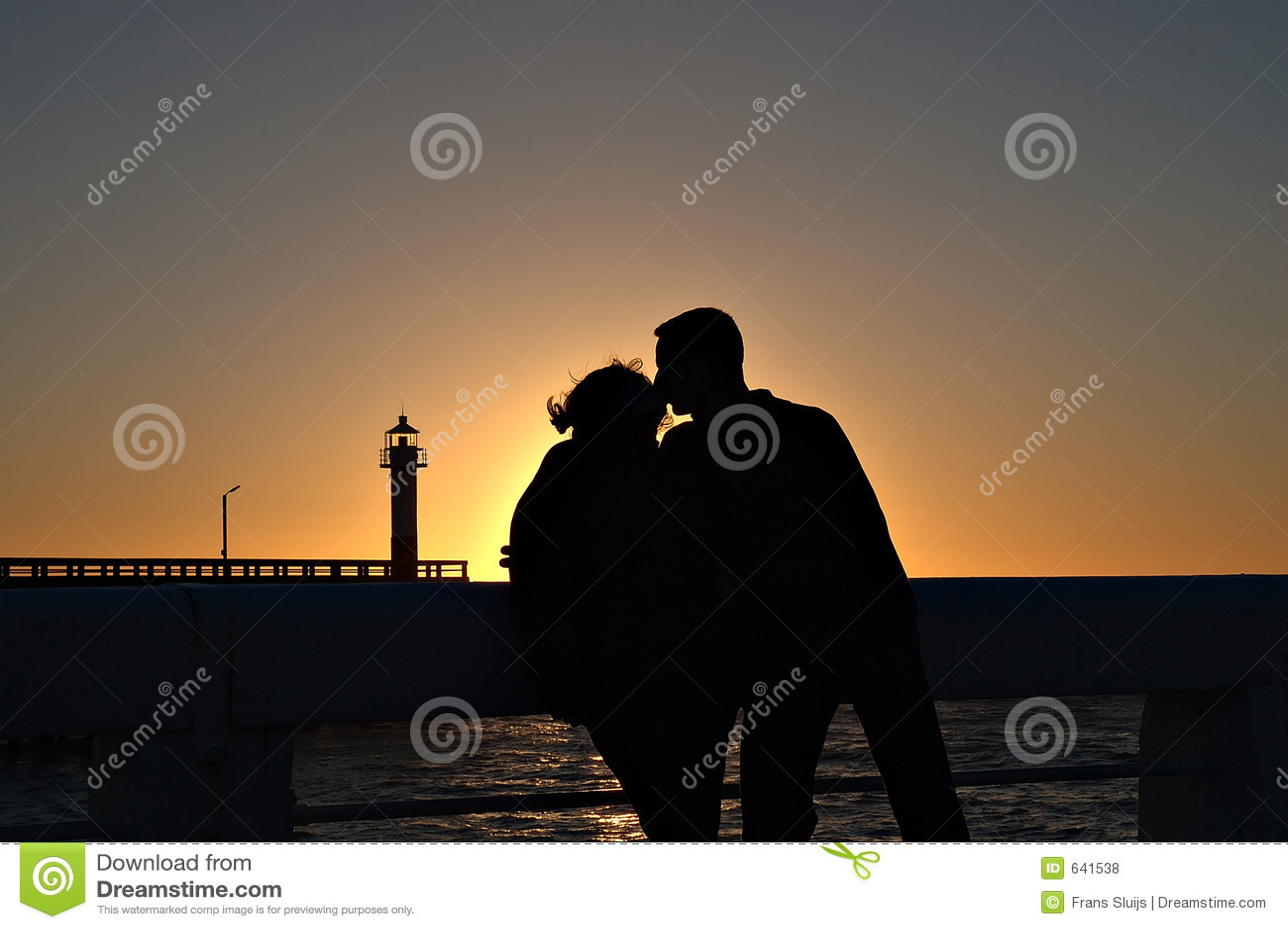 Download силуэт пар романтичный стоковое фото. изображение насчитывающей силуэт - 641538