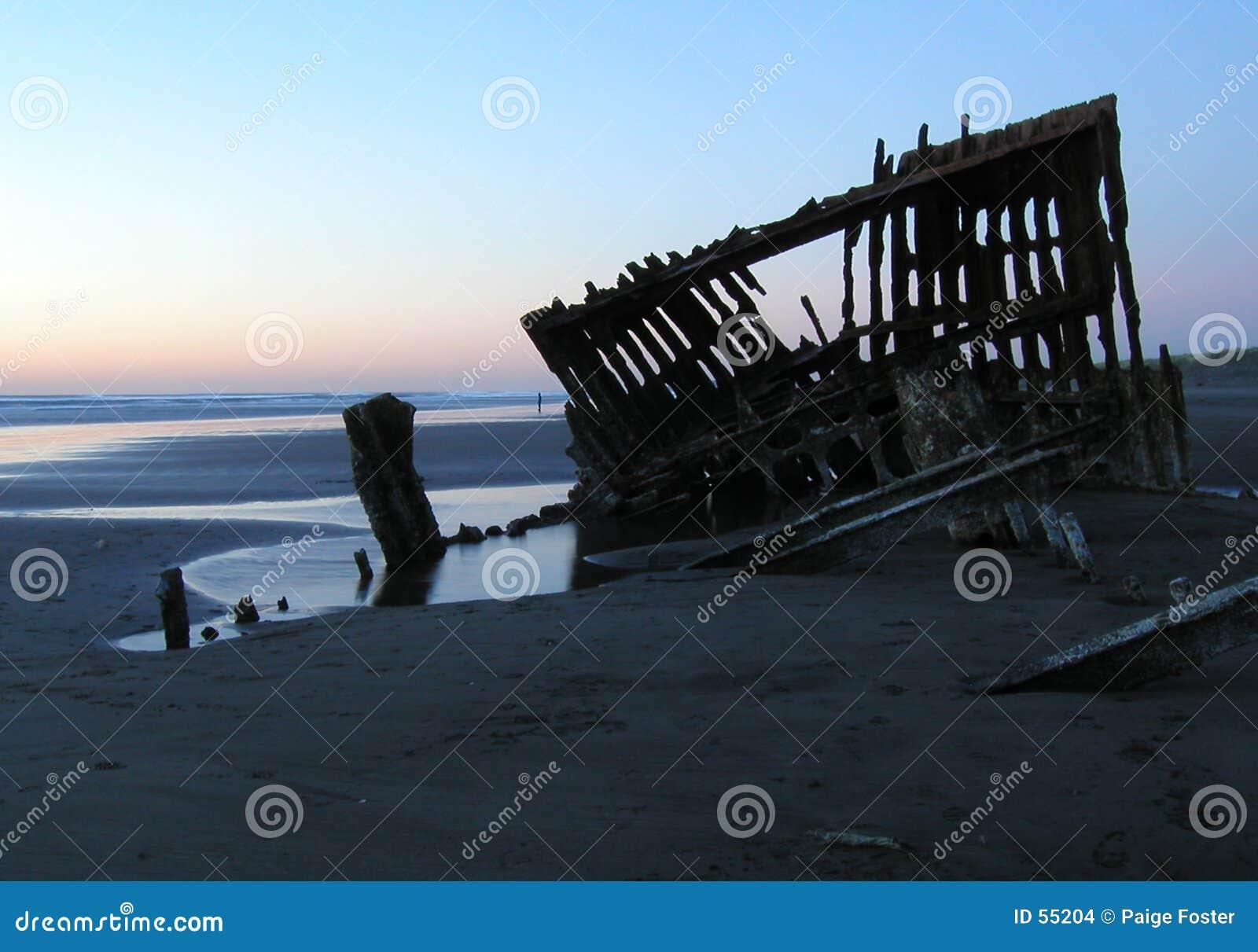 силуэт 2 кораблекрушениями