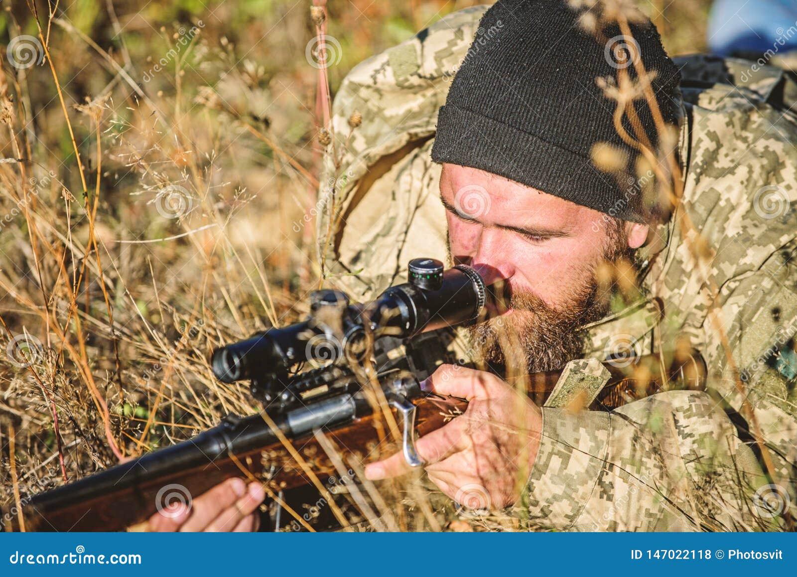Силы армии Камуфлирование Мода военной формы Бородатый охотник человека Охотиться навыки и оборудование оружия Как поворот