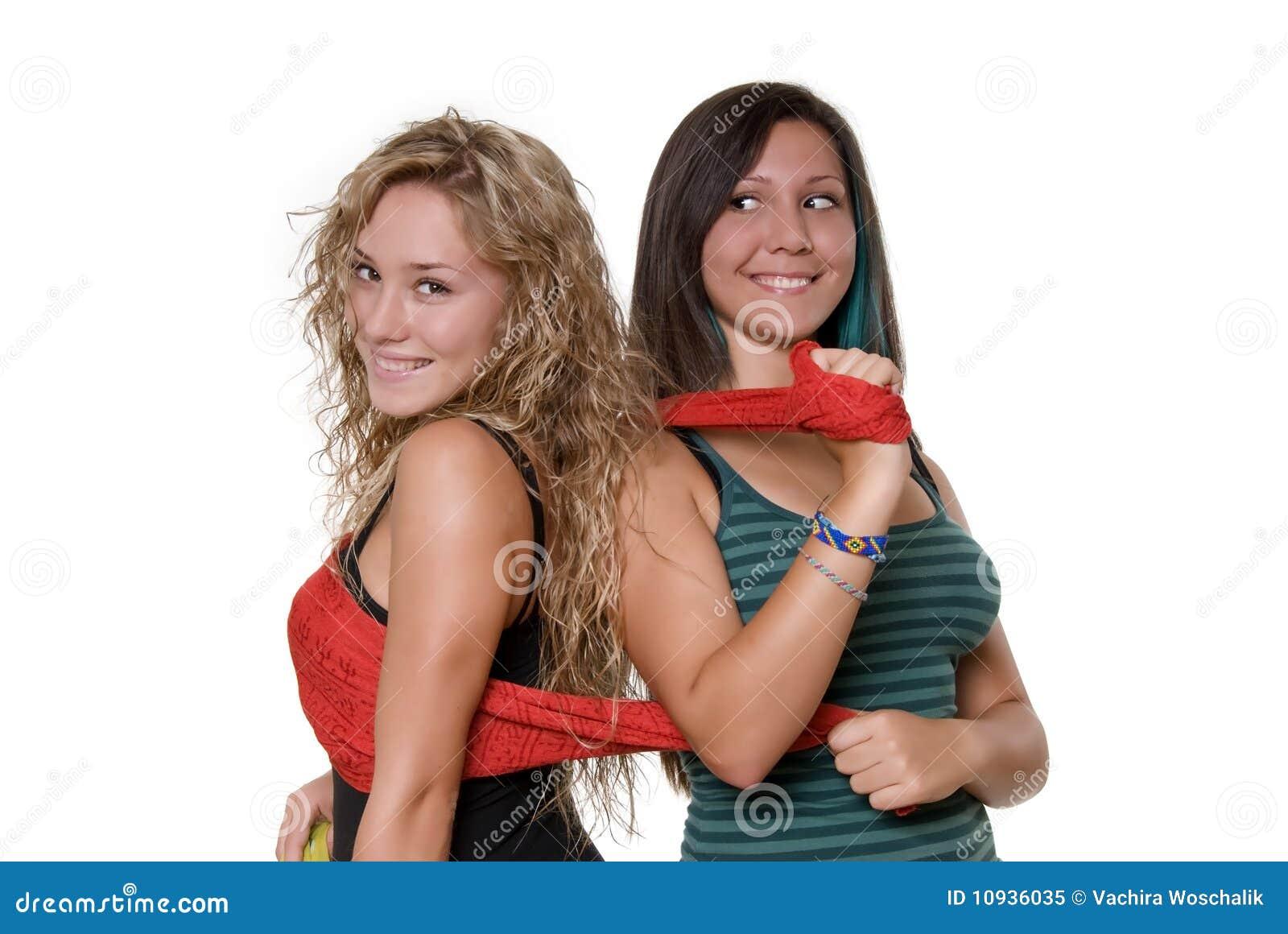 симпатичные сестры