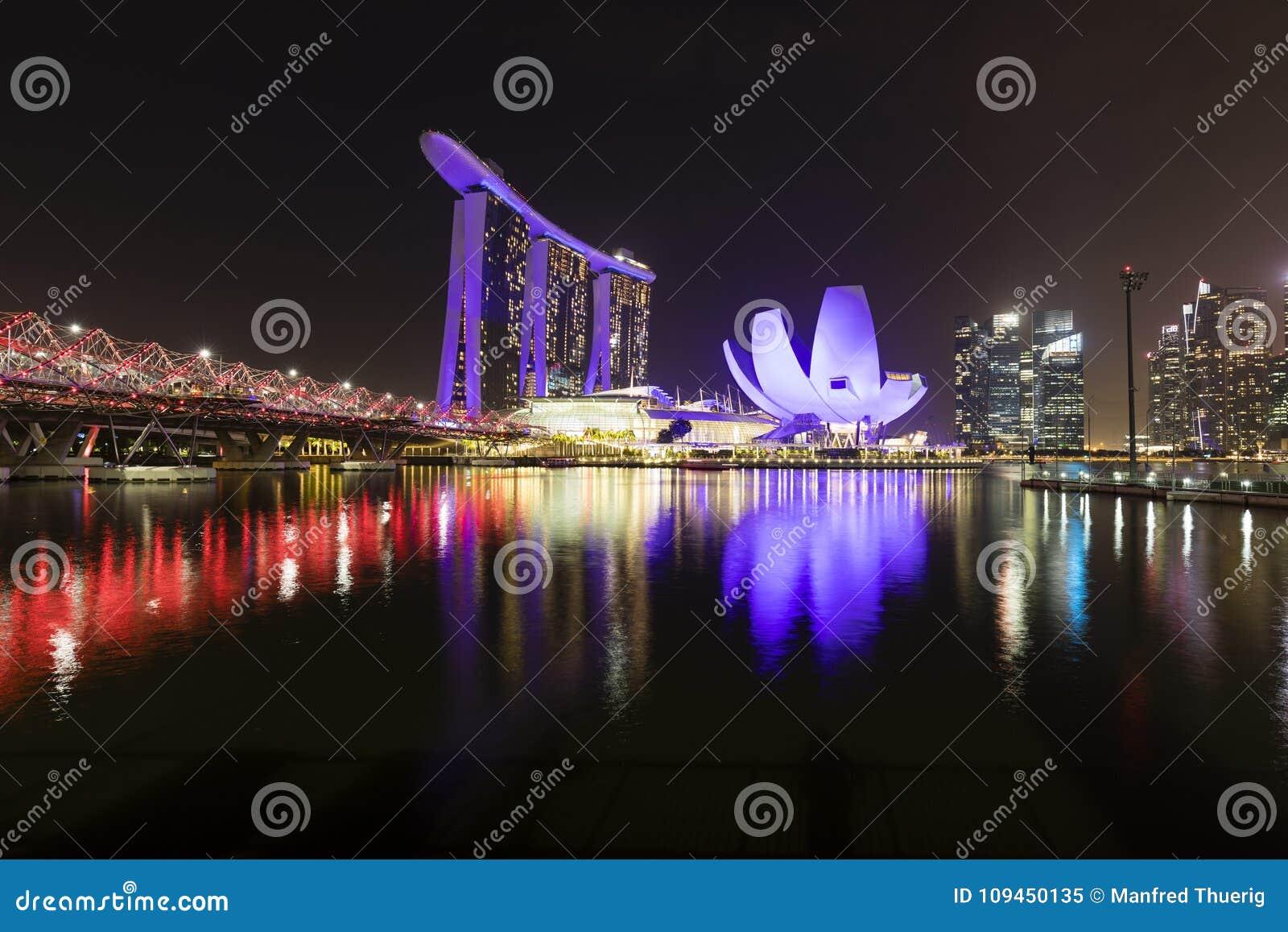 СИНГАПУР, 9-ое декабря 2017: Новый залив Марины зашкурит курорт в Сингапуре