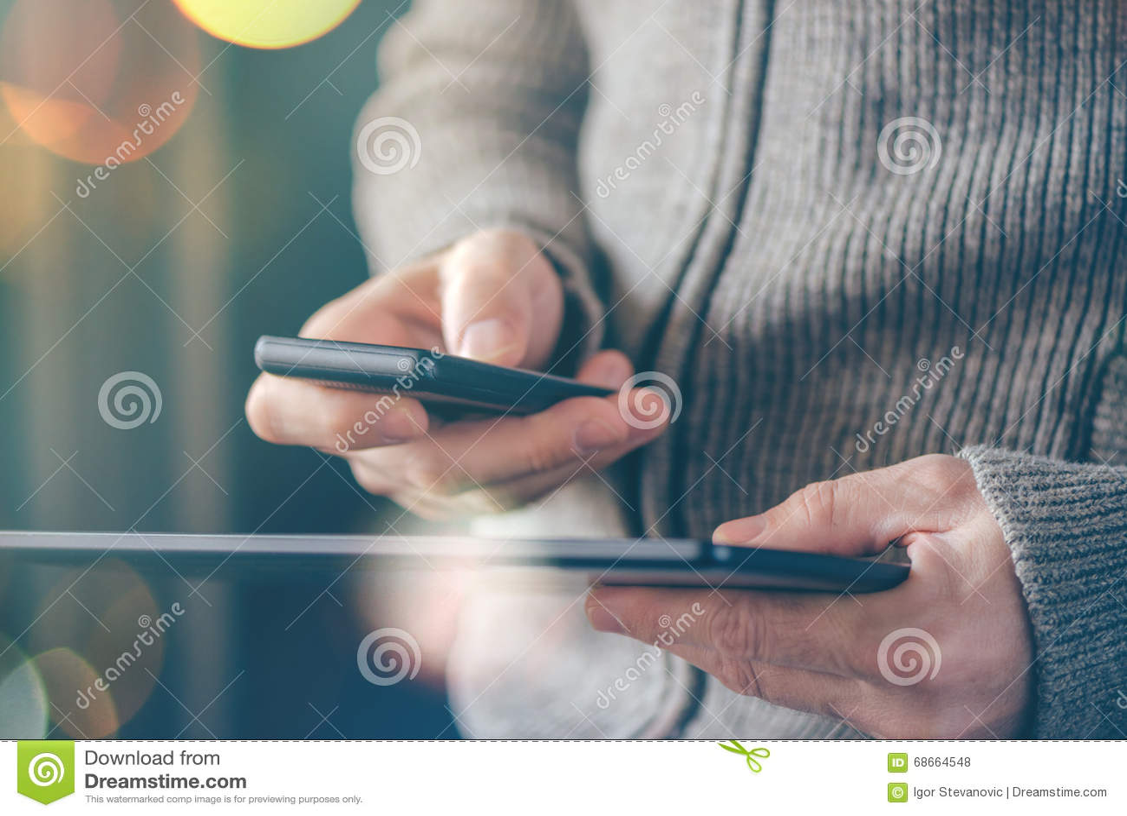 Синхронизация данным по Smartphone и таблетки, файлы человека syncing