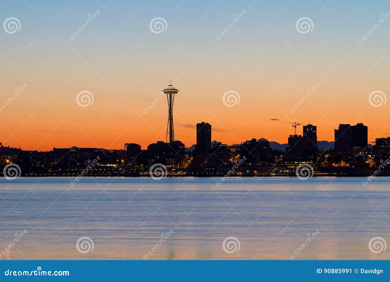 Силуэт горизонта Сиэтл на восходе солнца