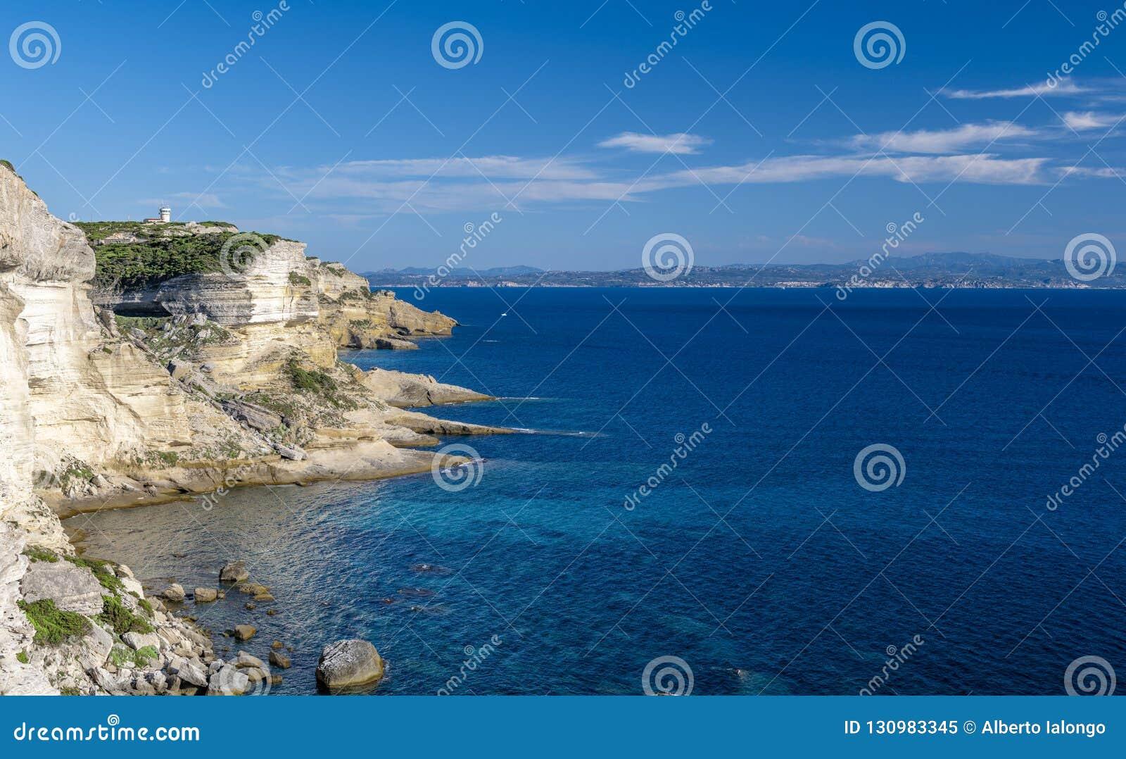 Скалы пункта Bonifacio и Portusato