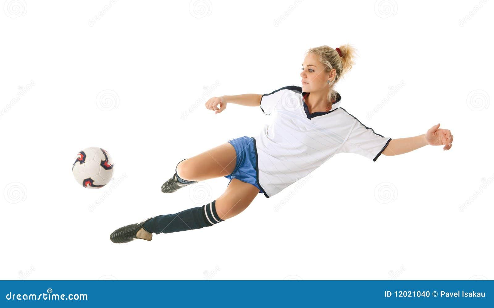 Девушка пинает мяч фото