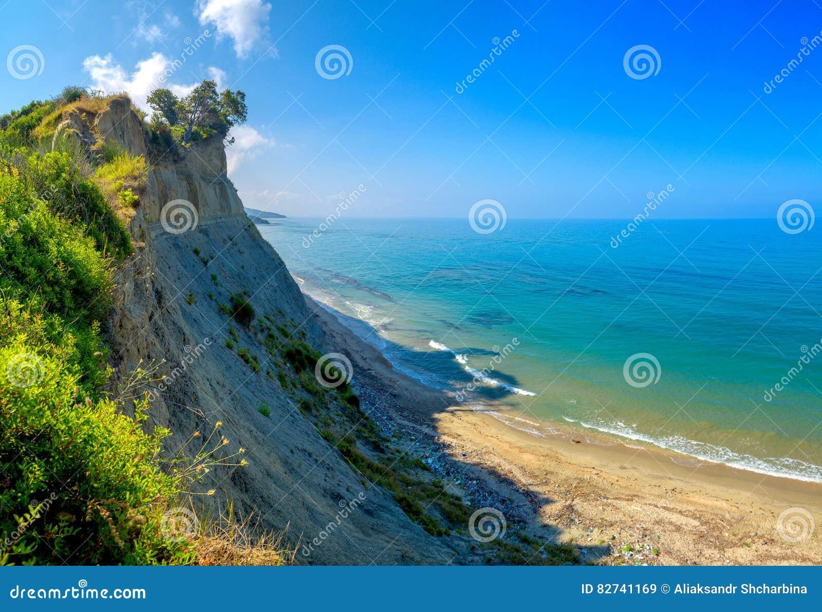 Скачком песочное побережье