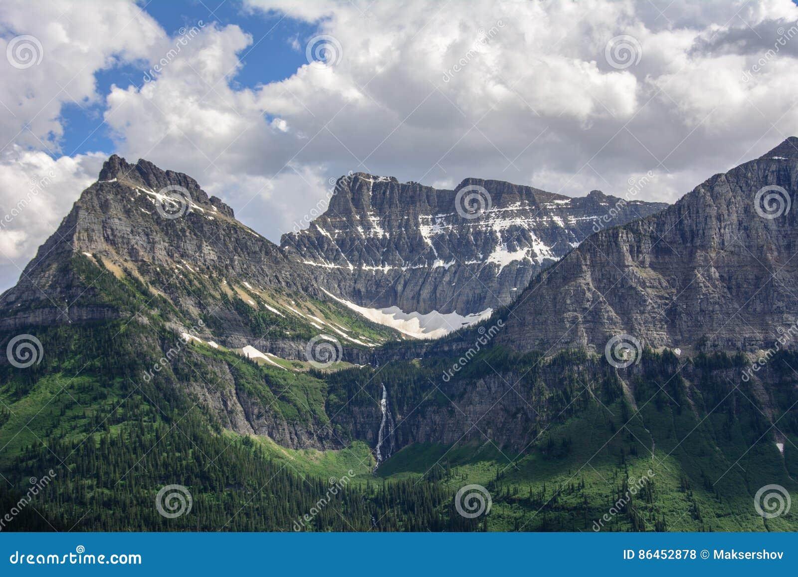 Скалистая гора в национальном парке ледника, Монтане США Гора Oberlin и гора карамболя