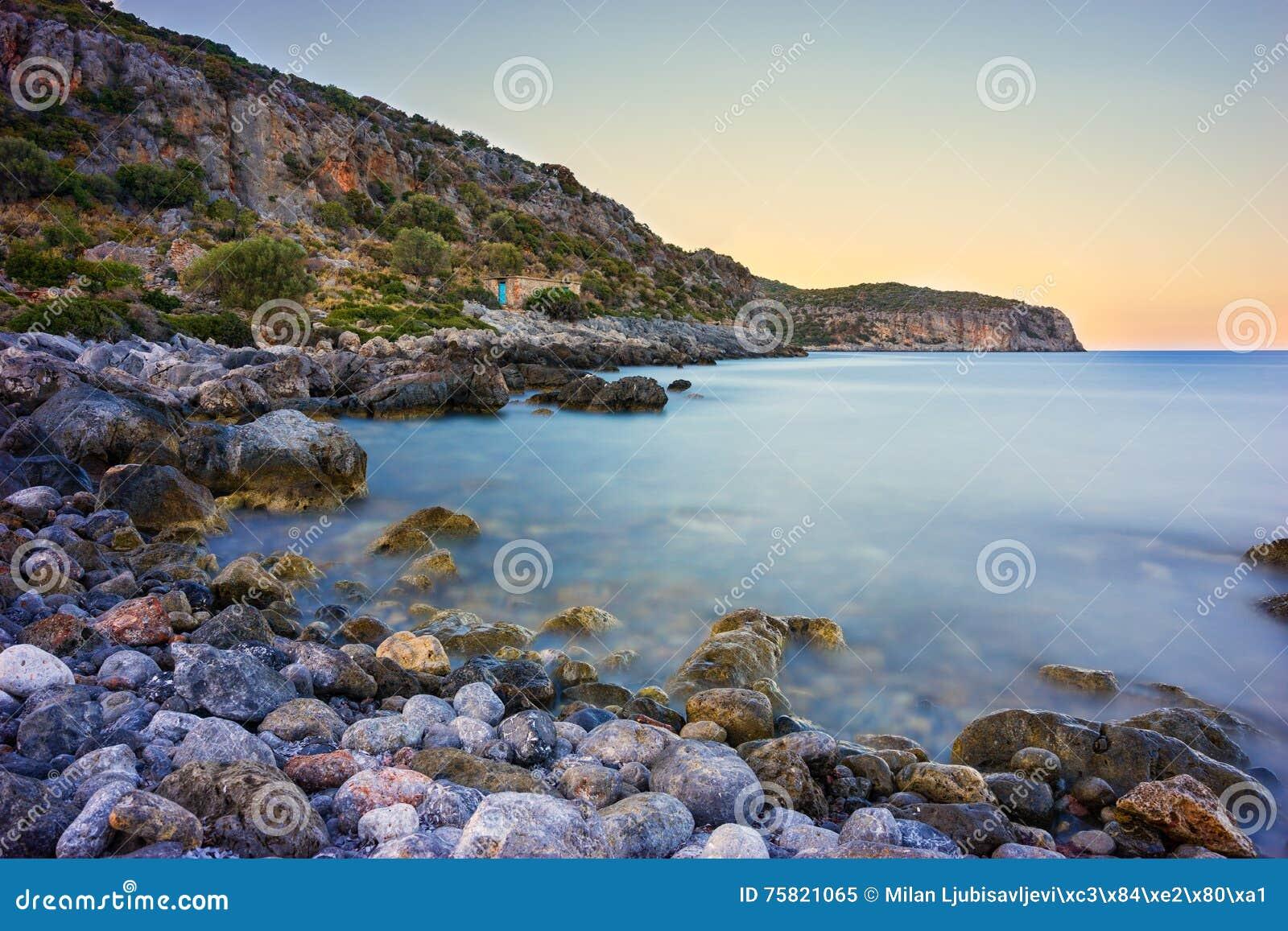 Скалистое побережье около Monemvasia