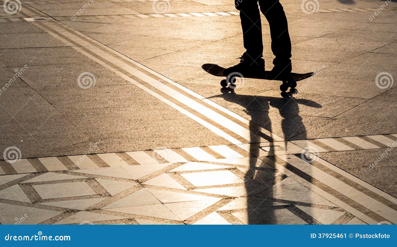 Скейтборд силуэта