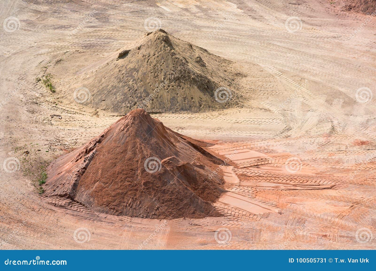 Скотный двор песков, камешков и компоситов около Гавр, Франции