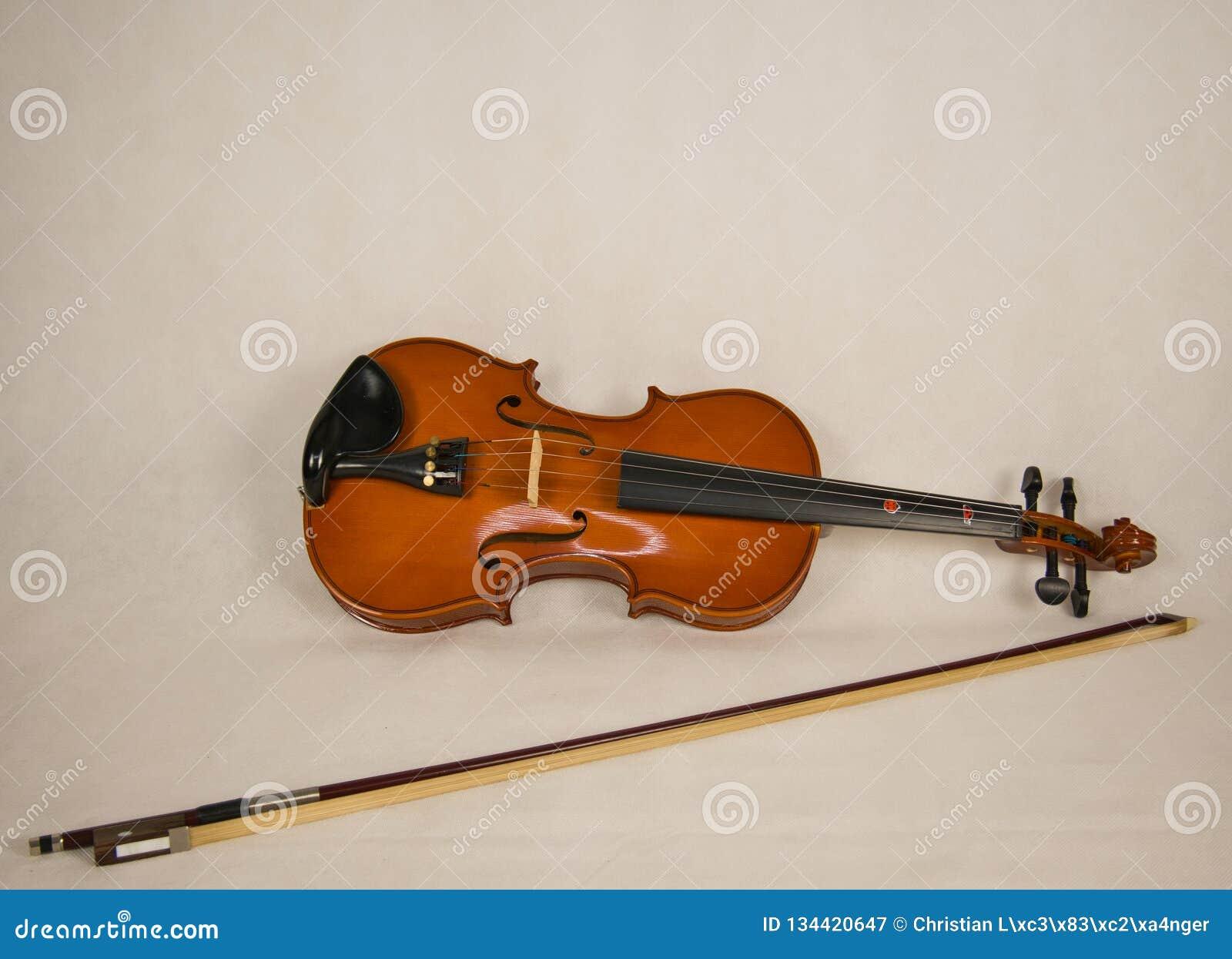 Скрипка Брауна с 4 строками и смычком скрипки