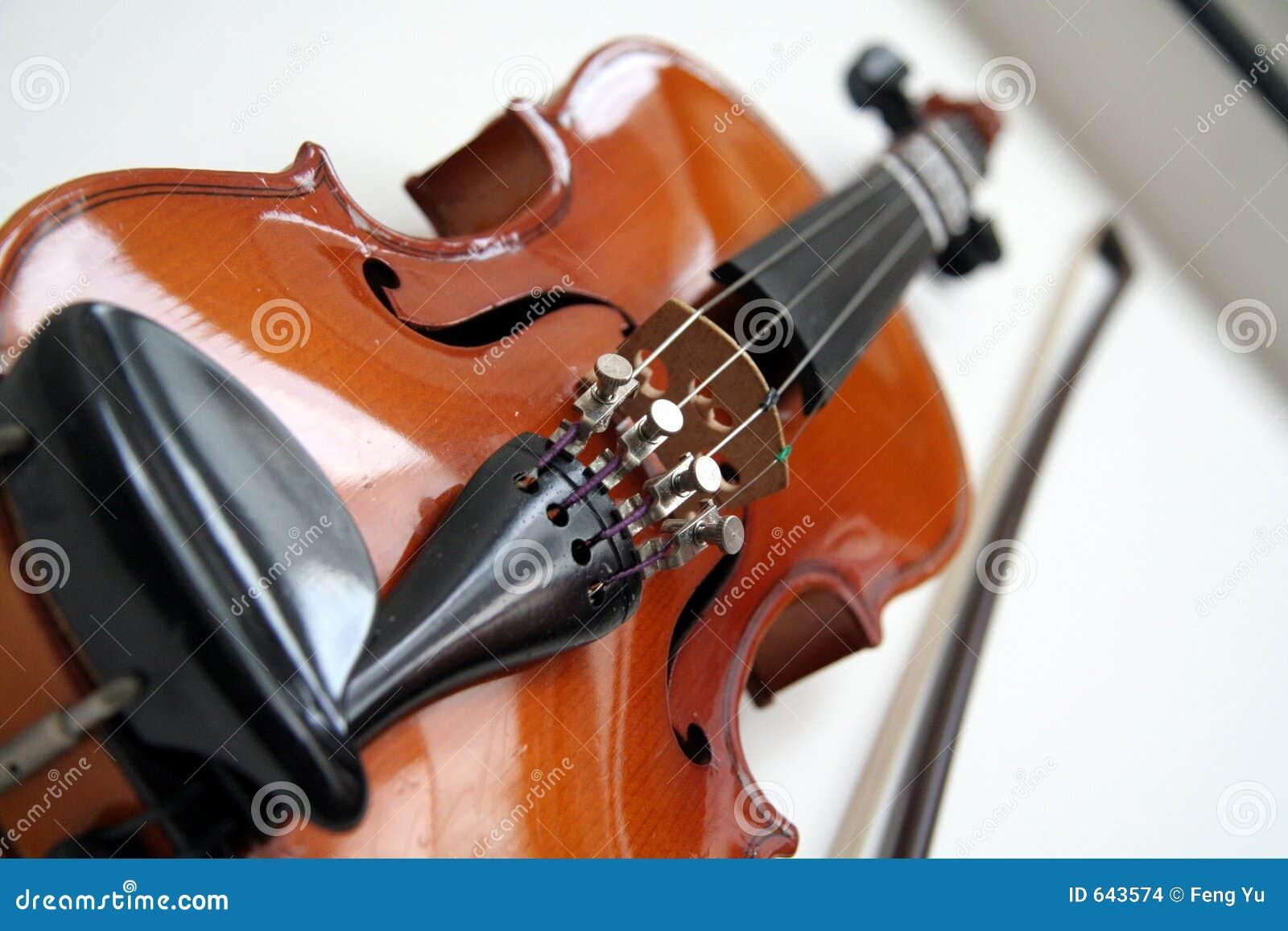 Download скрипка стоковое фото. изображение насчитывающей деревянно - 643574