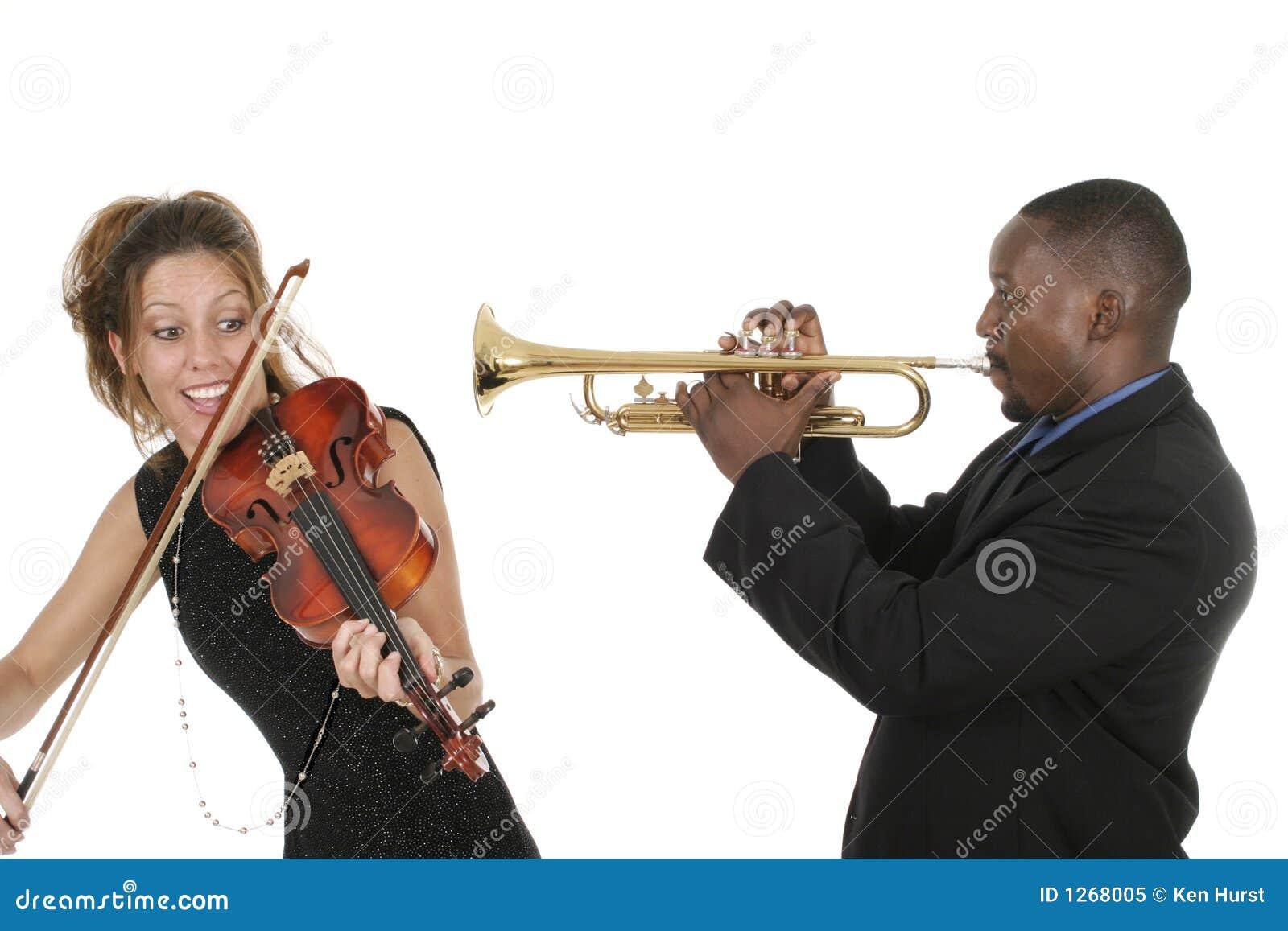 скрипка trumpet игры музыкантов