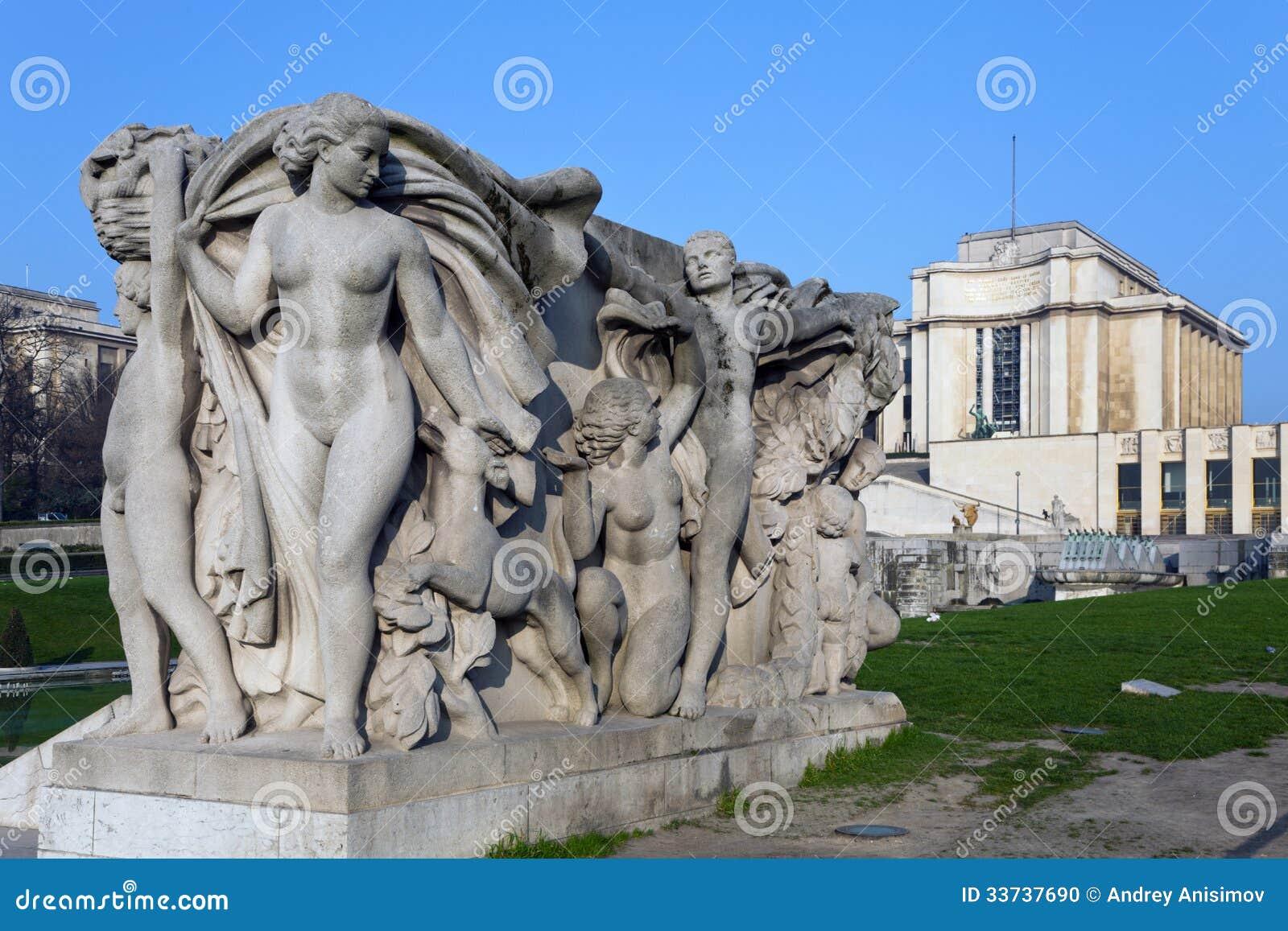 Скульптурный состав. Париж, Франция.