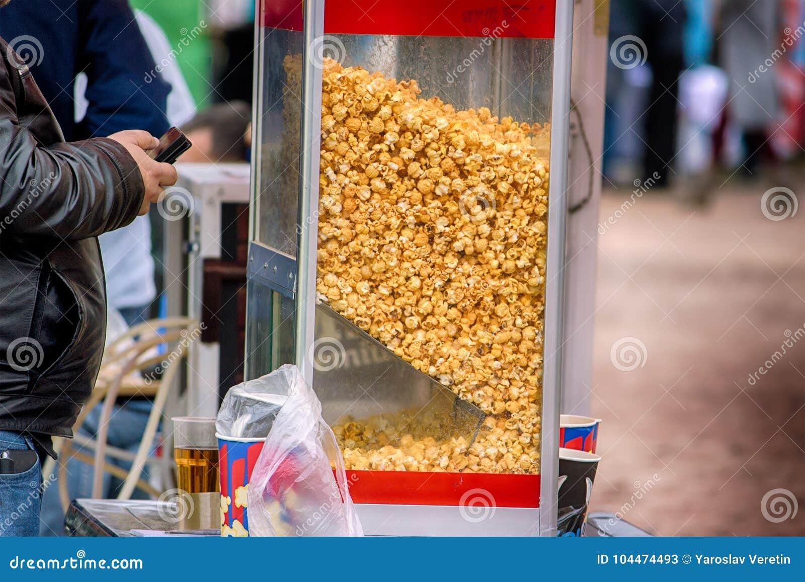 Сладостный конец магазина попкорна вверх по взгляду