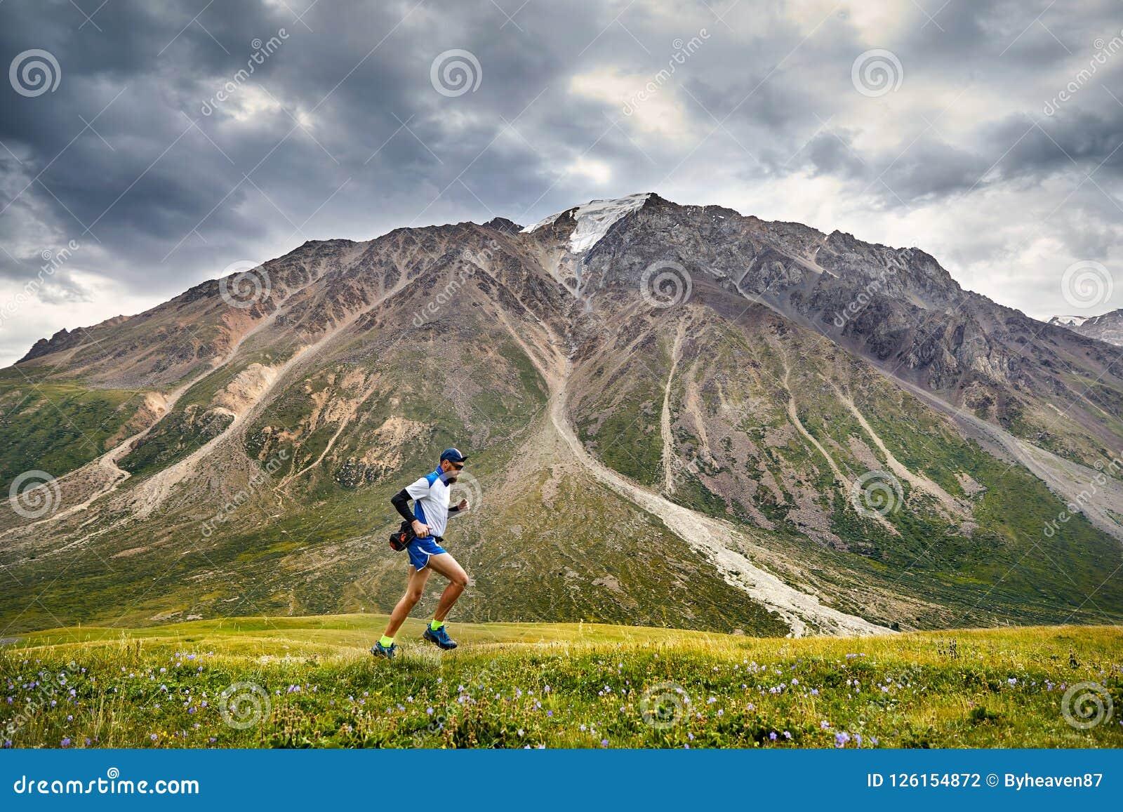 след бежать в горах