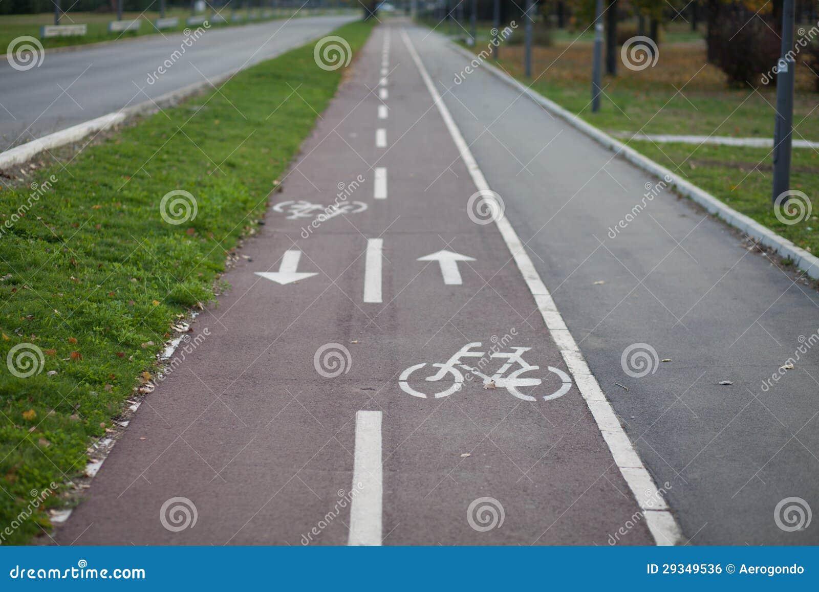 След велосипеда