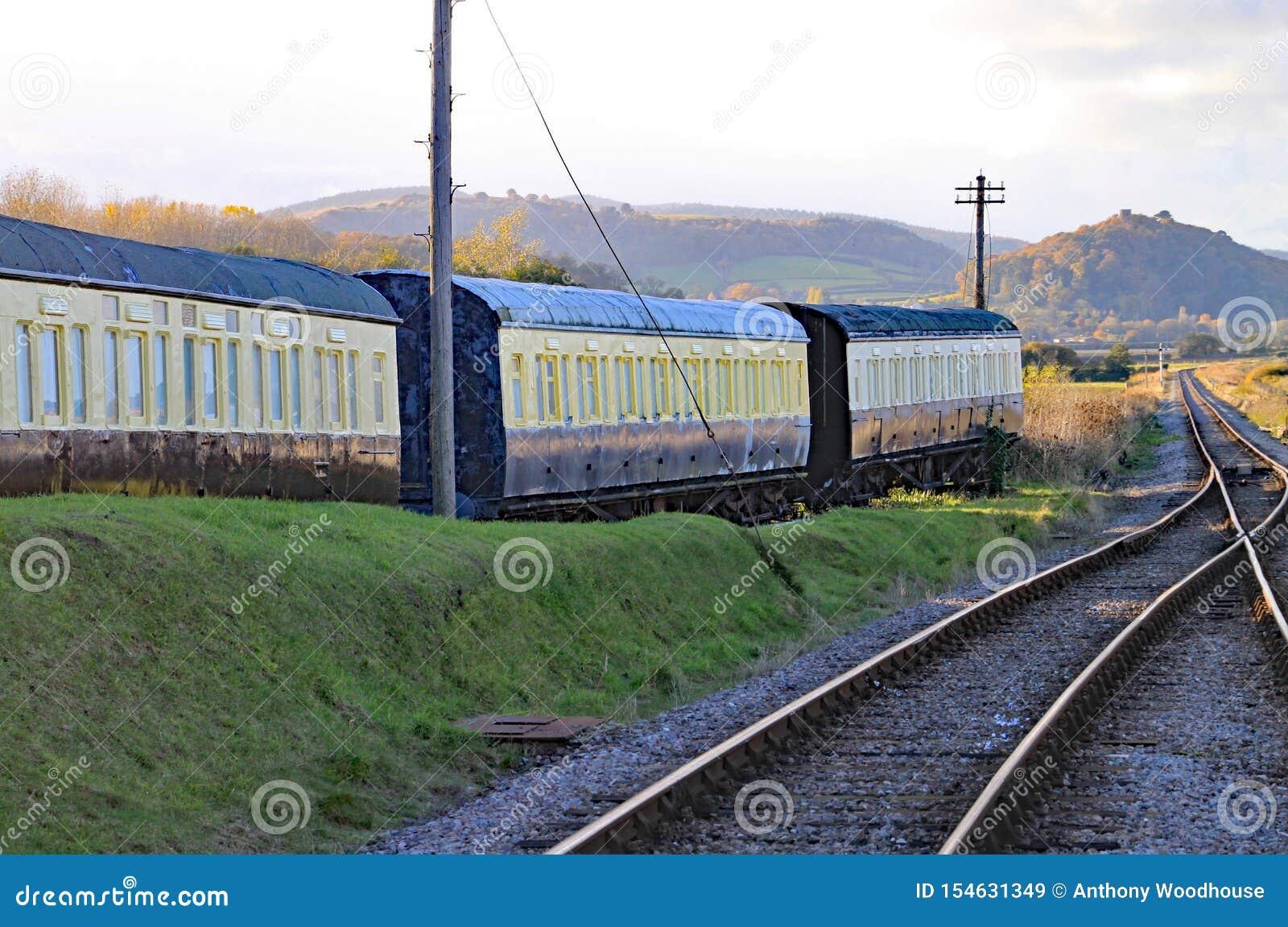 След и пункты в конце проходя петли на голубом анкере в Сомерсете Это часть западной железной дороги наследия Сомерсета,