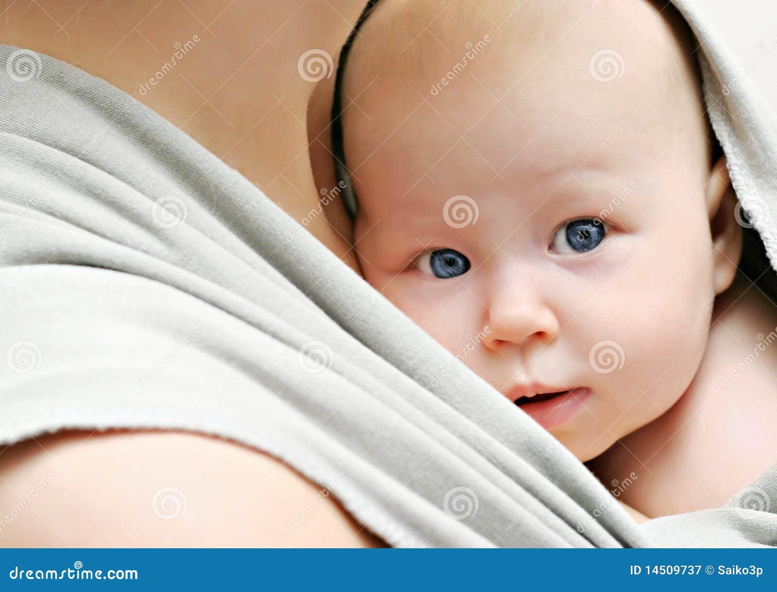 слинг младенца