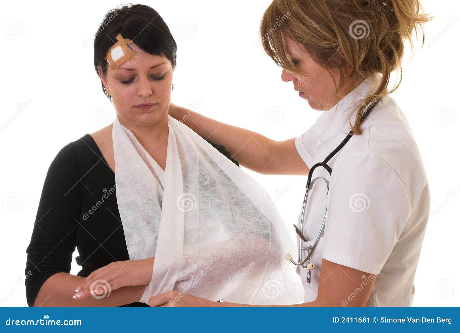 Эта горячая медсестра поставит на ноги 27 фотография