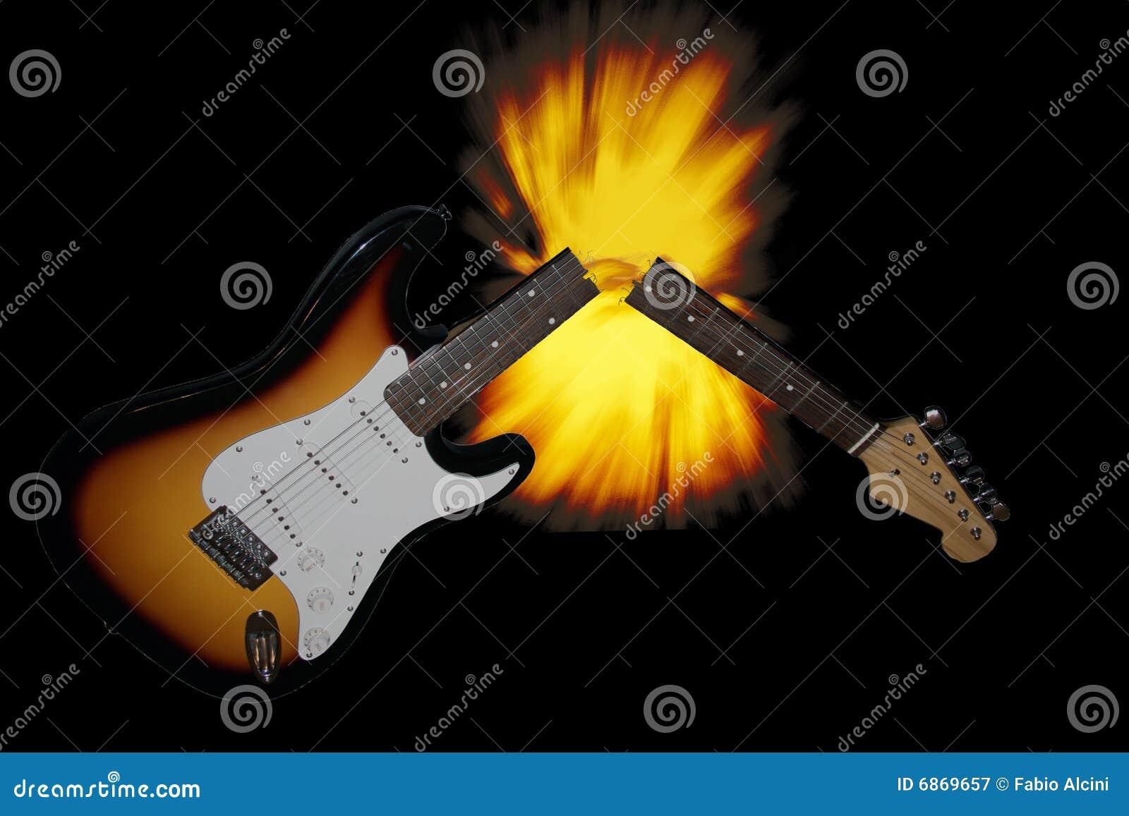 сломленная гитара