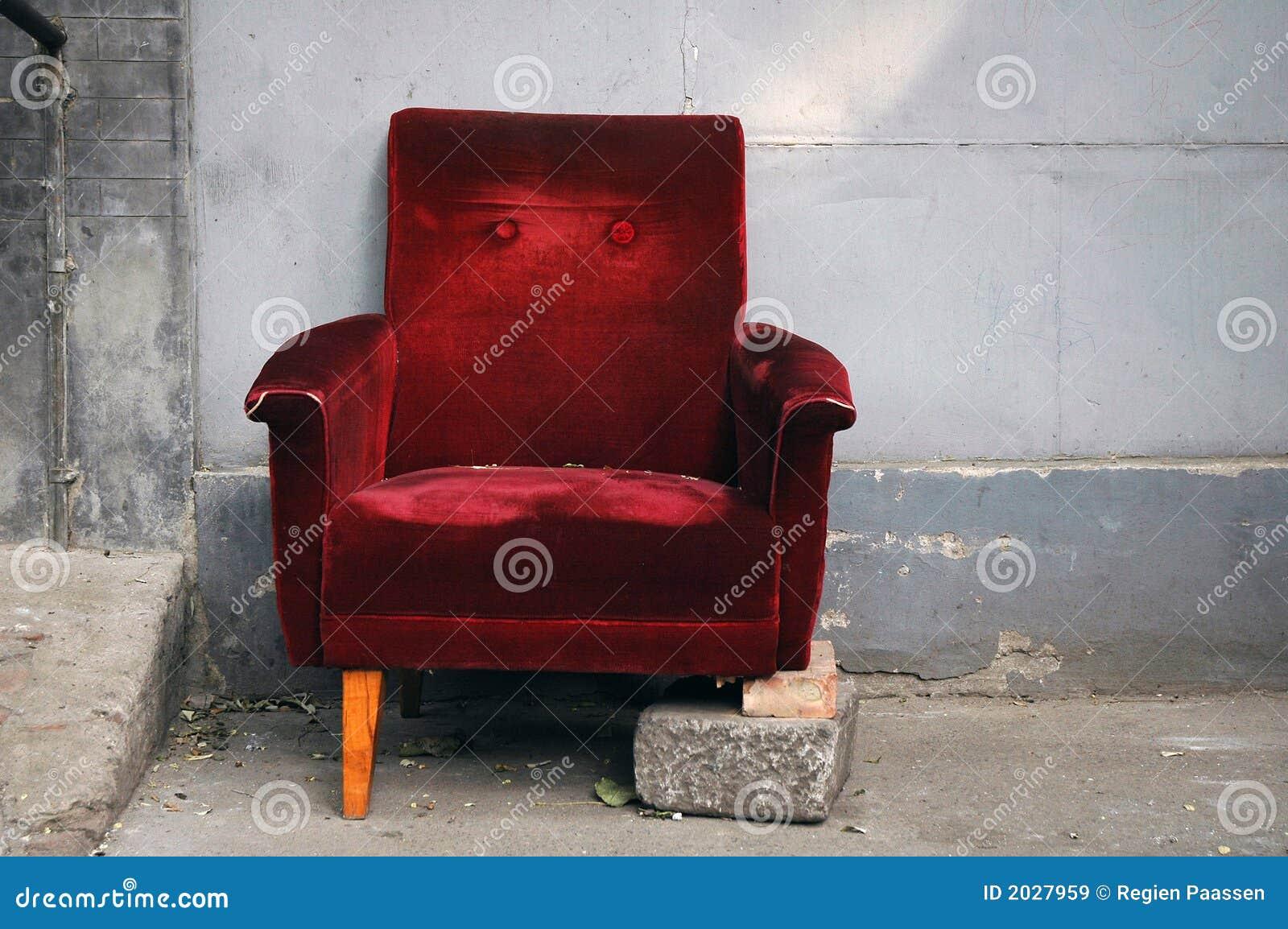 сломленный стул