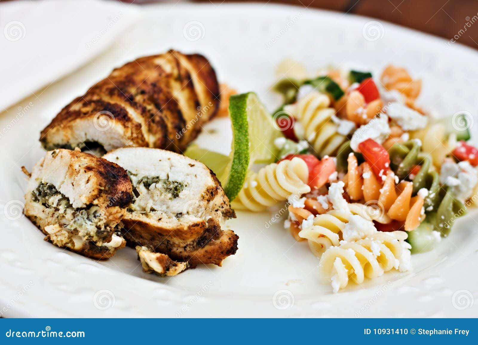 служят салат рулады fusilli цыпленка, котор