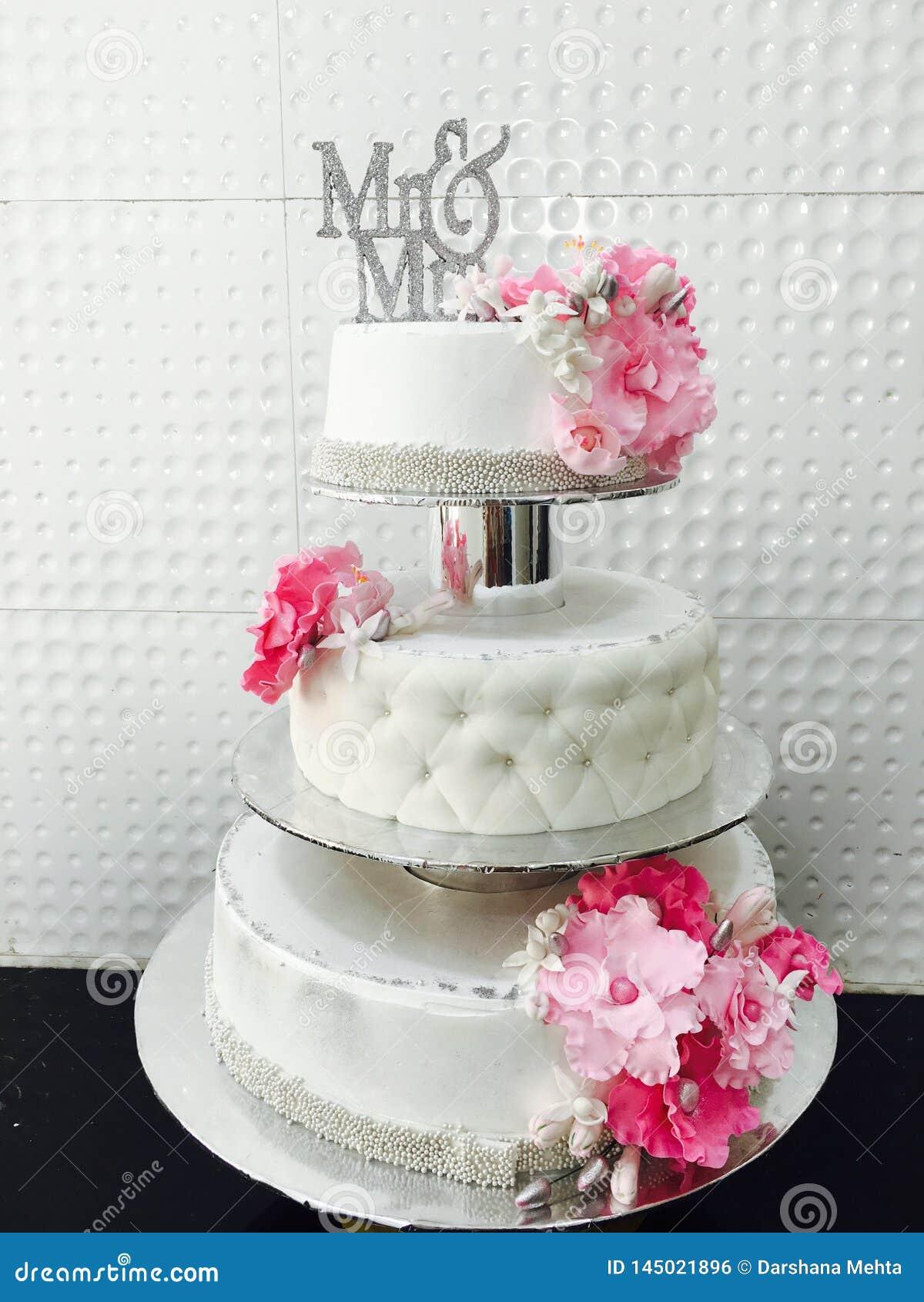 Случаи свадебного пирога