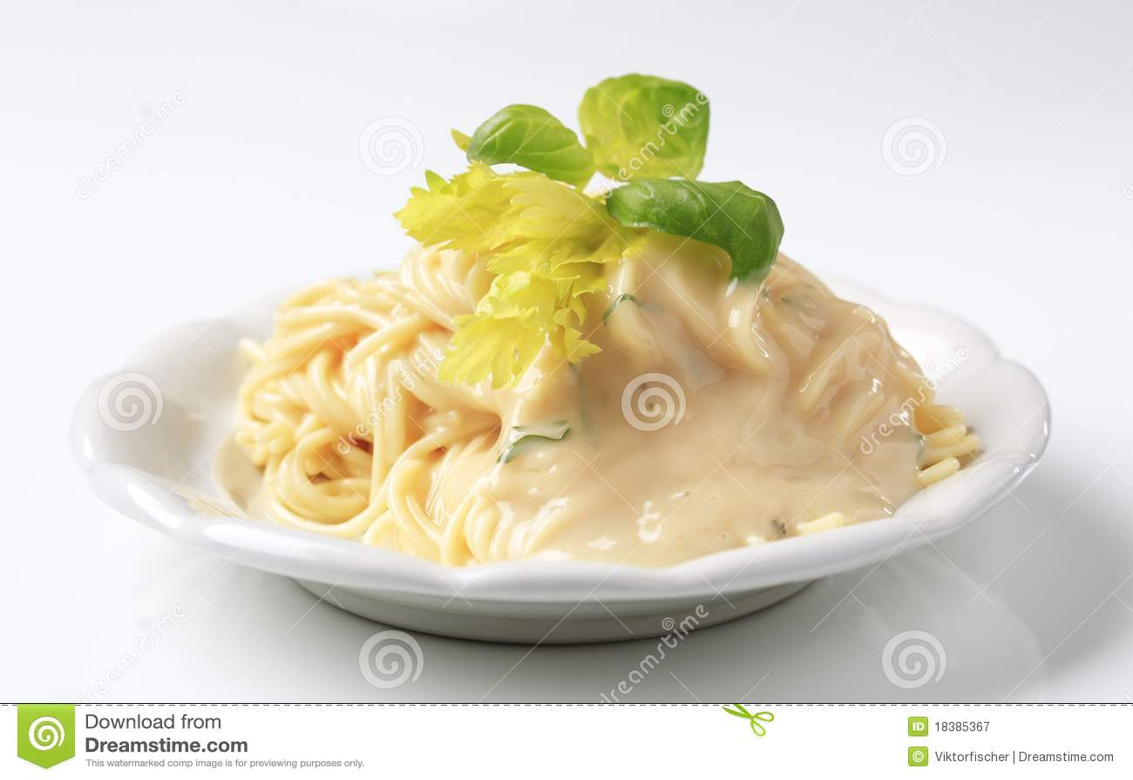 сметанообразное спагетти соуса