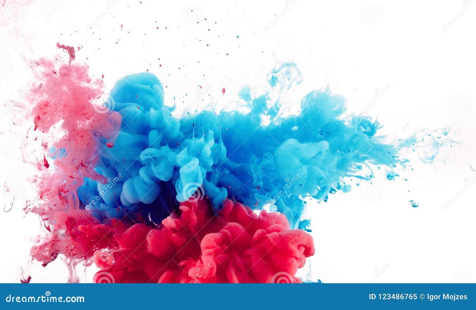 Смешивание красных и синих чернил брызгает