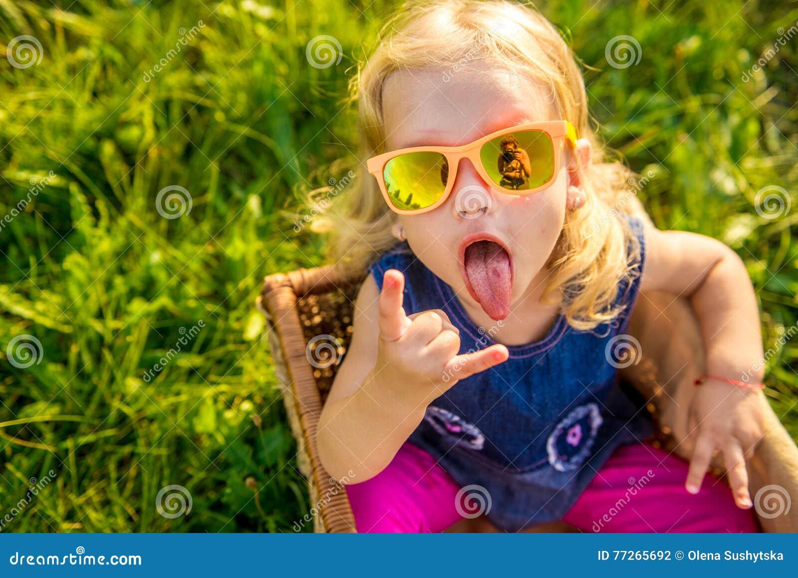 картинка девочка смешная