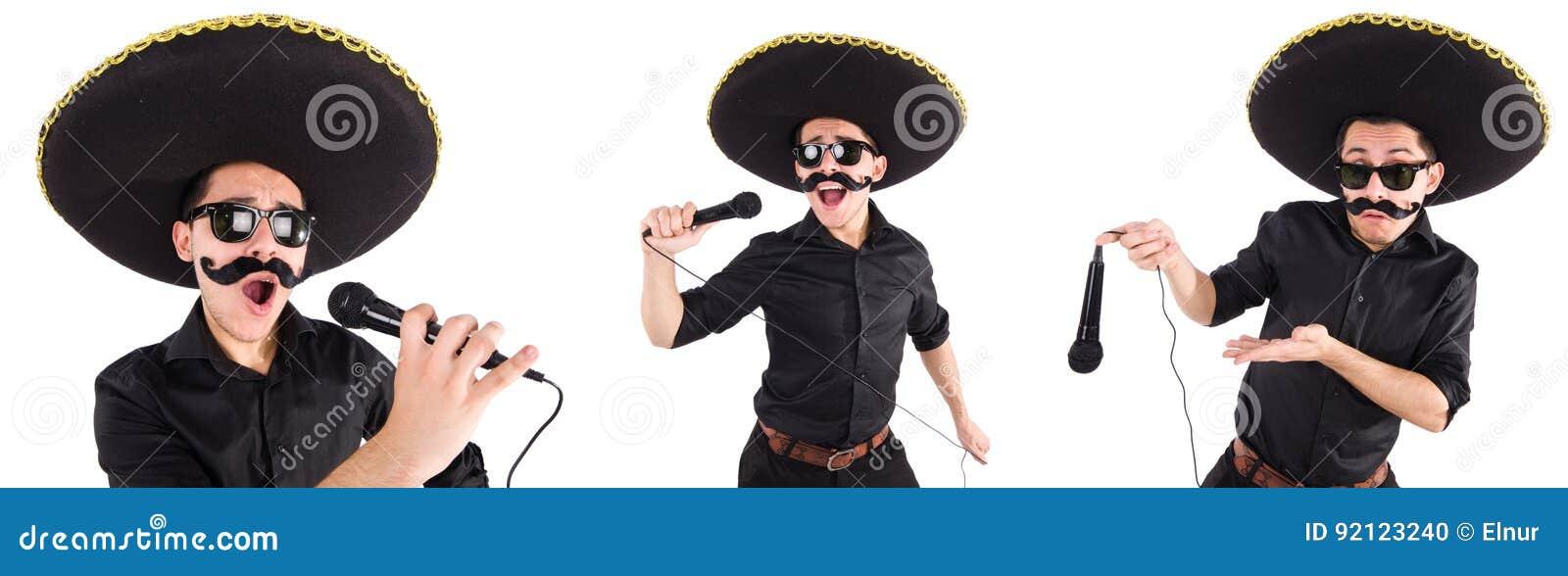 Смешной человек нося мексиканскую шляпу sombrero изолированную на белизне