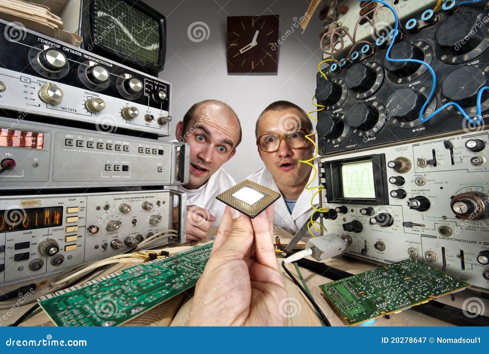 смешные научные работники 2 болвана