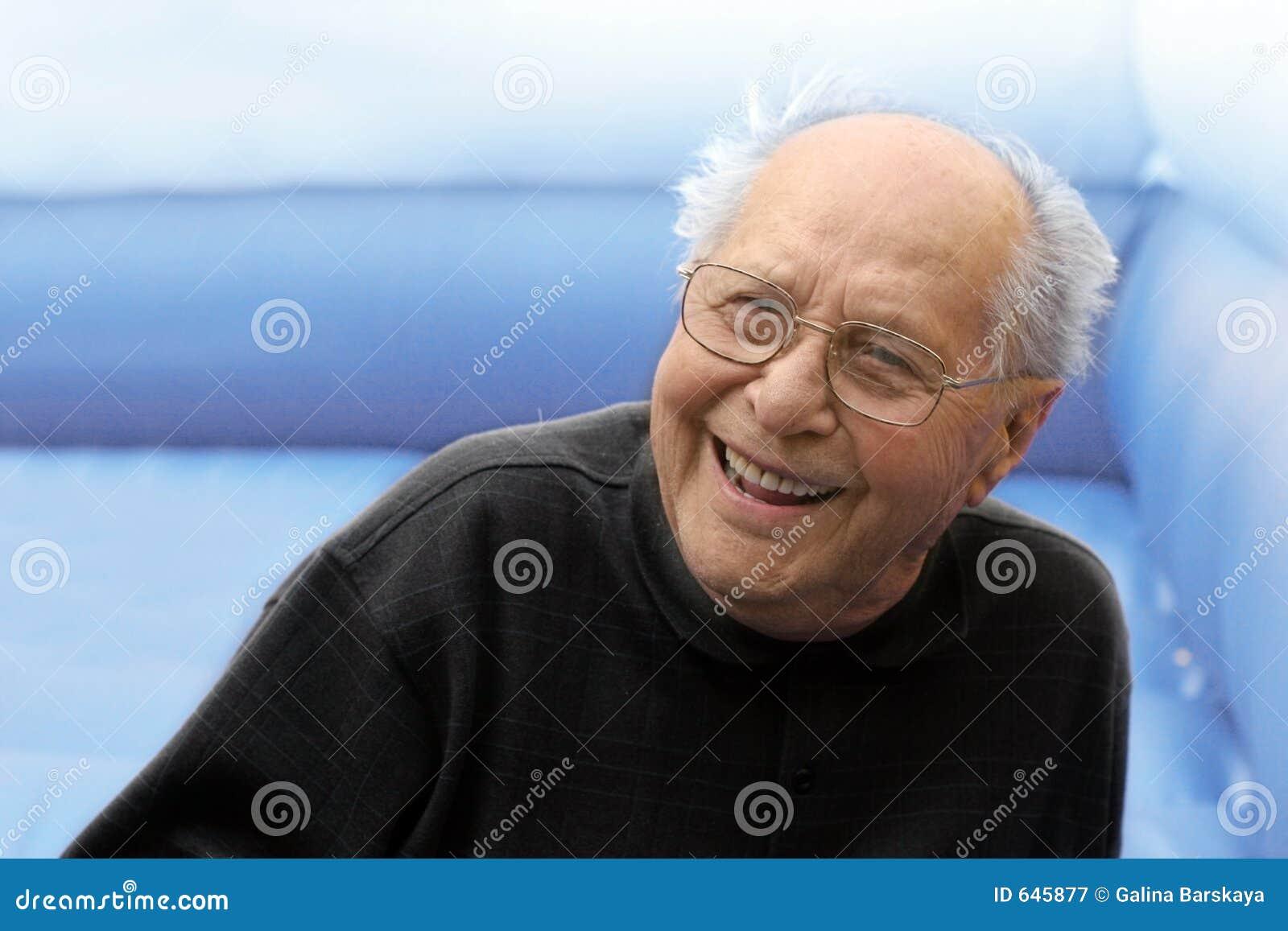 Download смеясь над человек старый стоковое изображение. изображение насчитывающей напольно - 645877