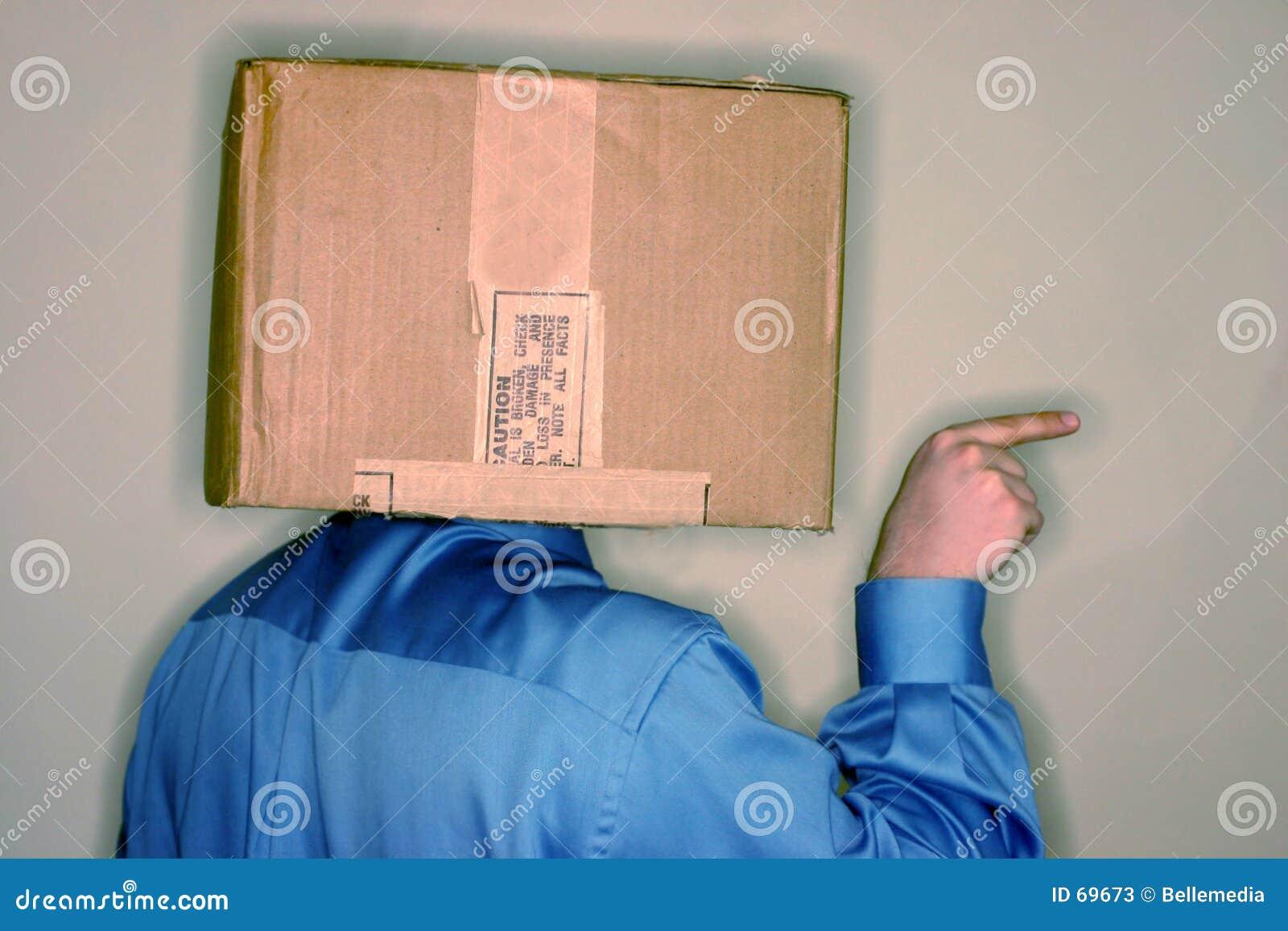 снаружи 2 коробок думает