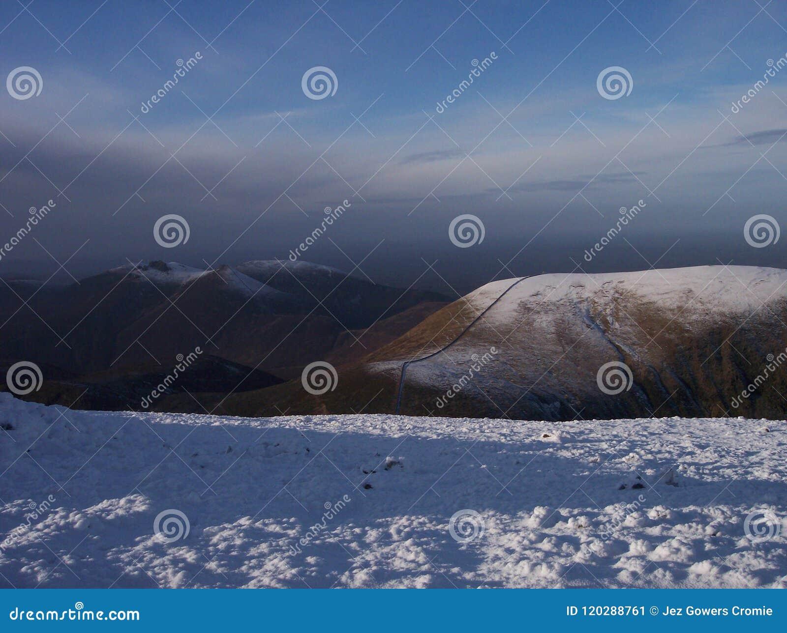 Снег на горах оплакивать