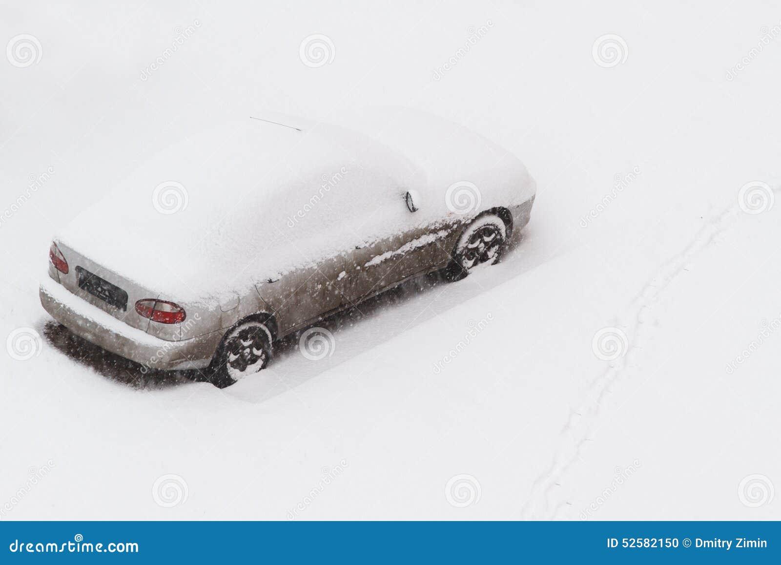снежок автомобиля вниз