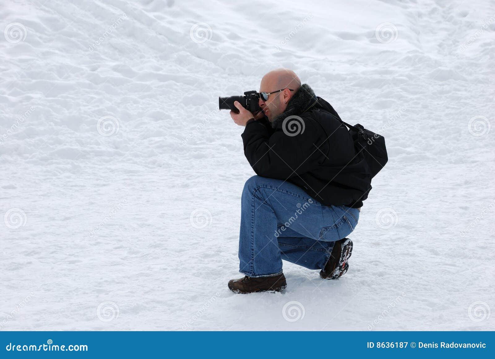 снежок стрельбы фотографа