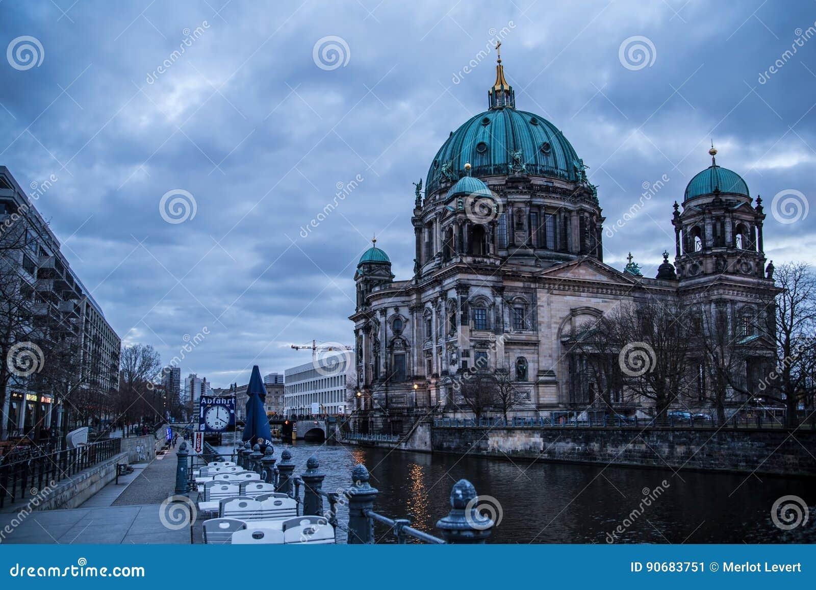 Собор Берлина, Dom берлинца, загоренные в вечере