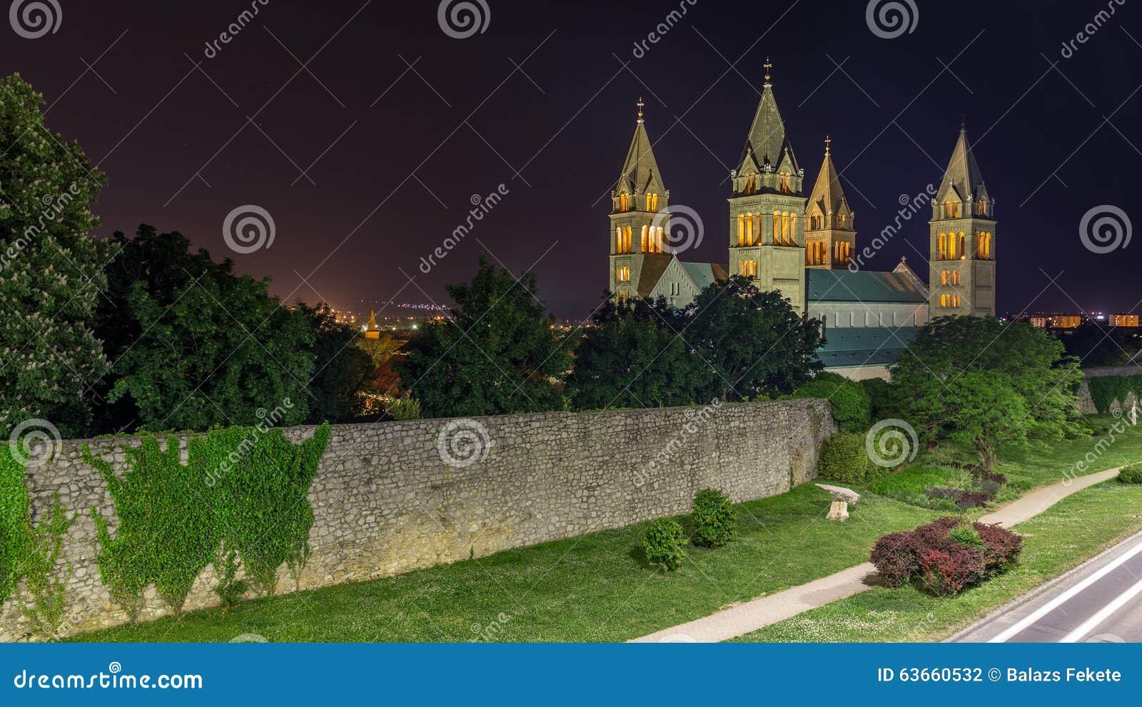 Собор к ноча, Pécs, Венгрия