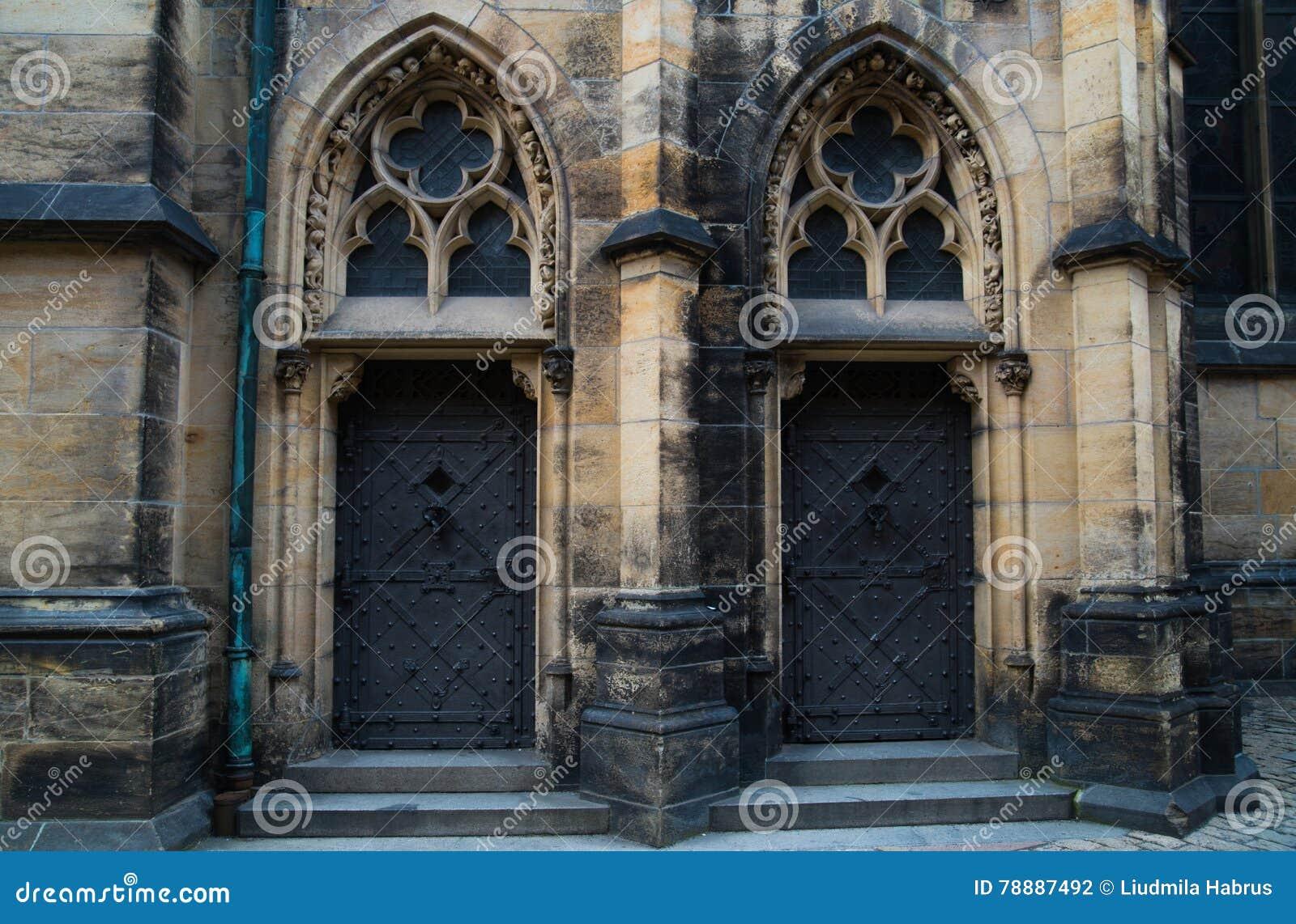 Собор Vitus Святого в Праге, чехии Часть южного портала