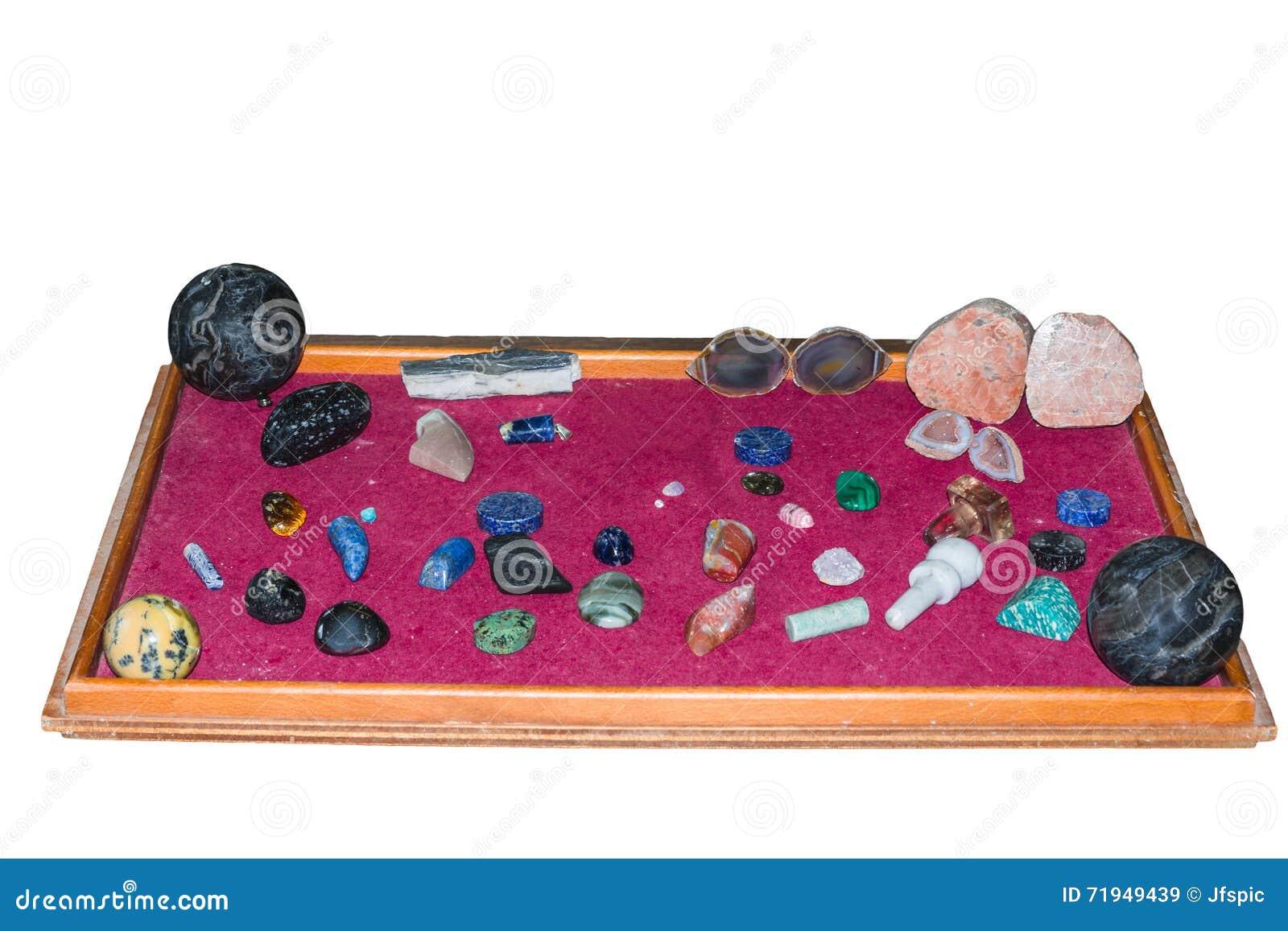 Собрание различных самоцветных камней