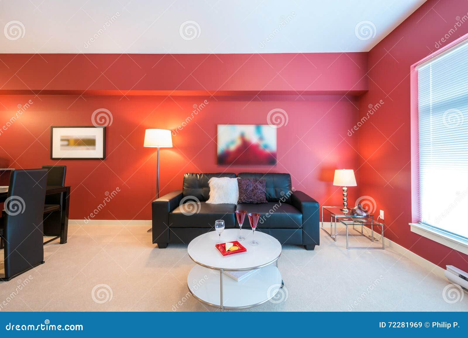 Download Современная красная живущая комната Стоковое Изображение - изображение насчитывающей гостиница, кухня: 72281969