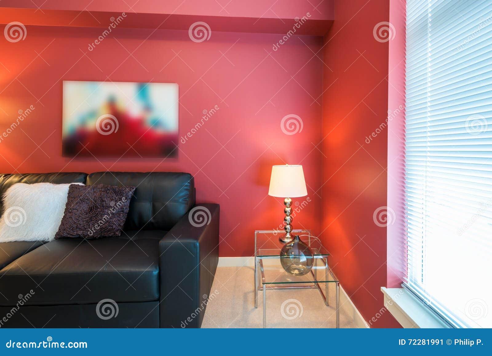 Download Современная красная живущая комната Стоковое Изображение - изображение насчитывающей удобно, облечение: 72281991