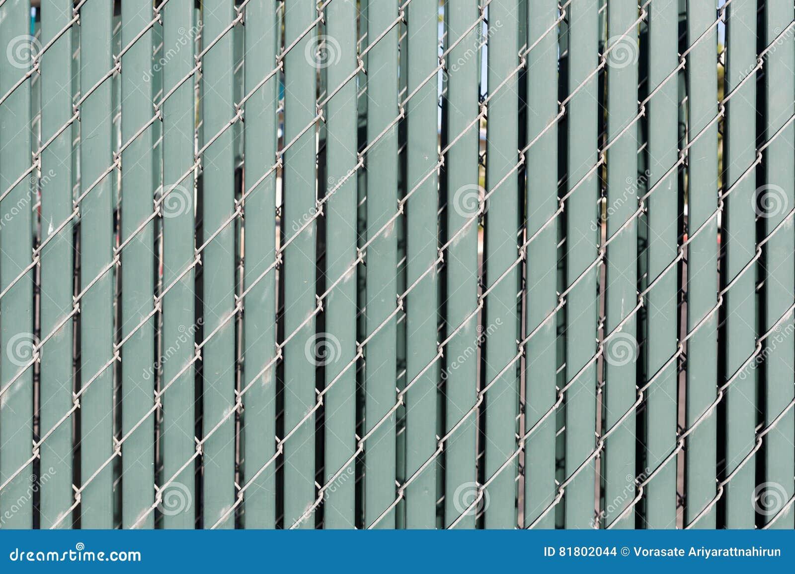 Современное заволакивание стены с вертикальными пластмассой и проводом для backgrou
